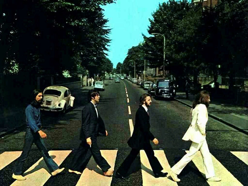 Bítlarnir á gangbrautinni víðfrægu við Abbey Road-stúdíóið.