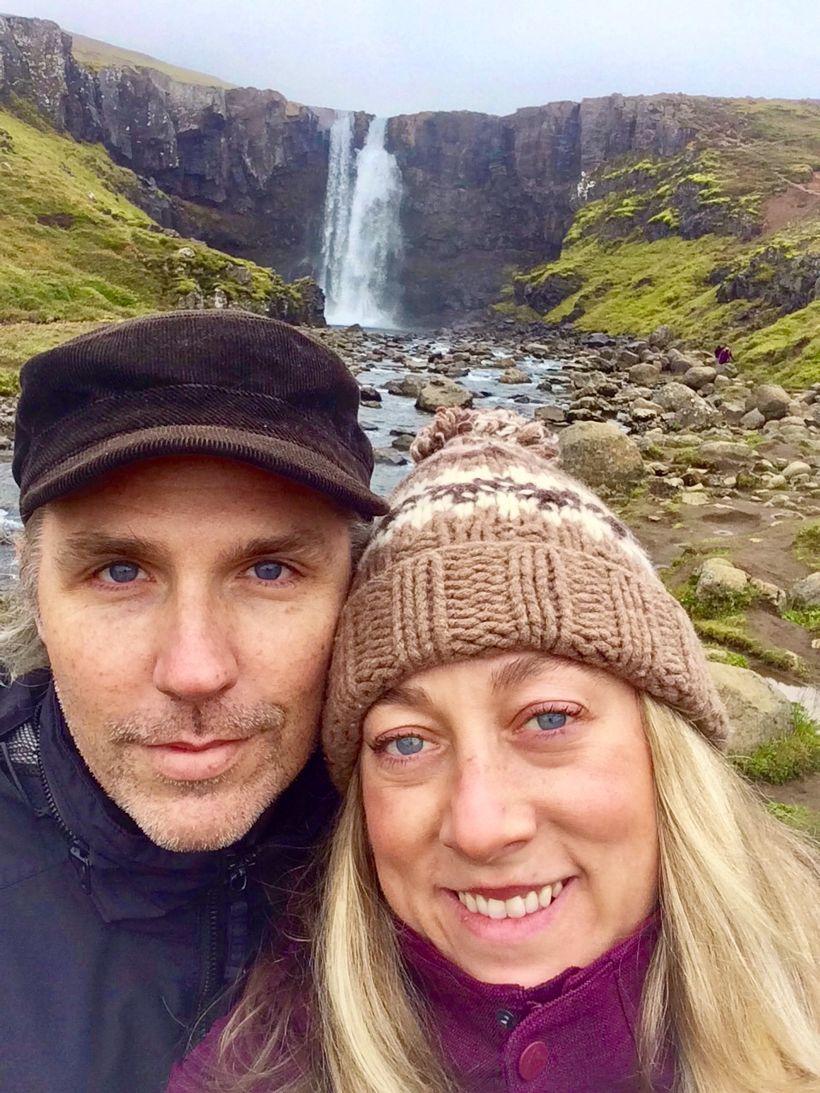 Nora McMahon og eiginmaður hennar Kevin Poulsen í Íslandsheimsókninni sem ...
