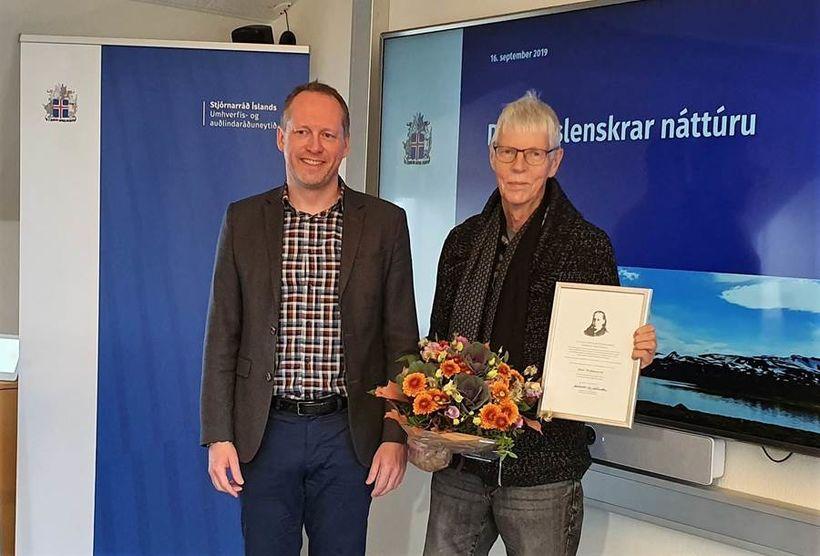 Guðmundur Ingi Guðbrandsson, with Jóni Stefánsson, teacher at Hvolsskóli.