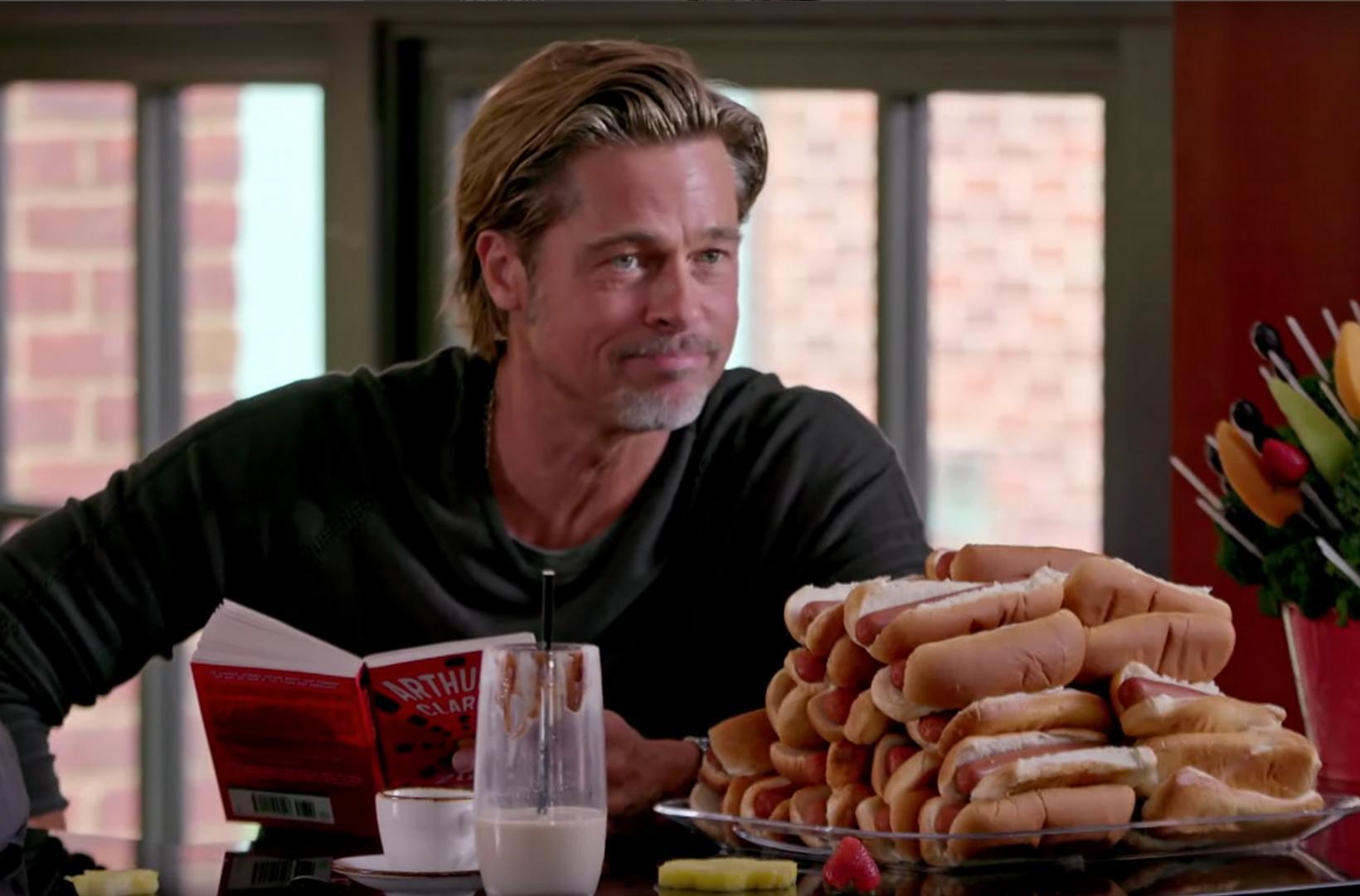 Brad Pitt og 30 pylsur í brauði.