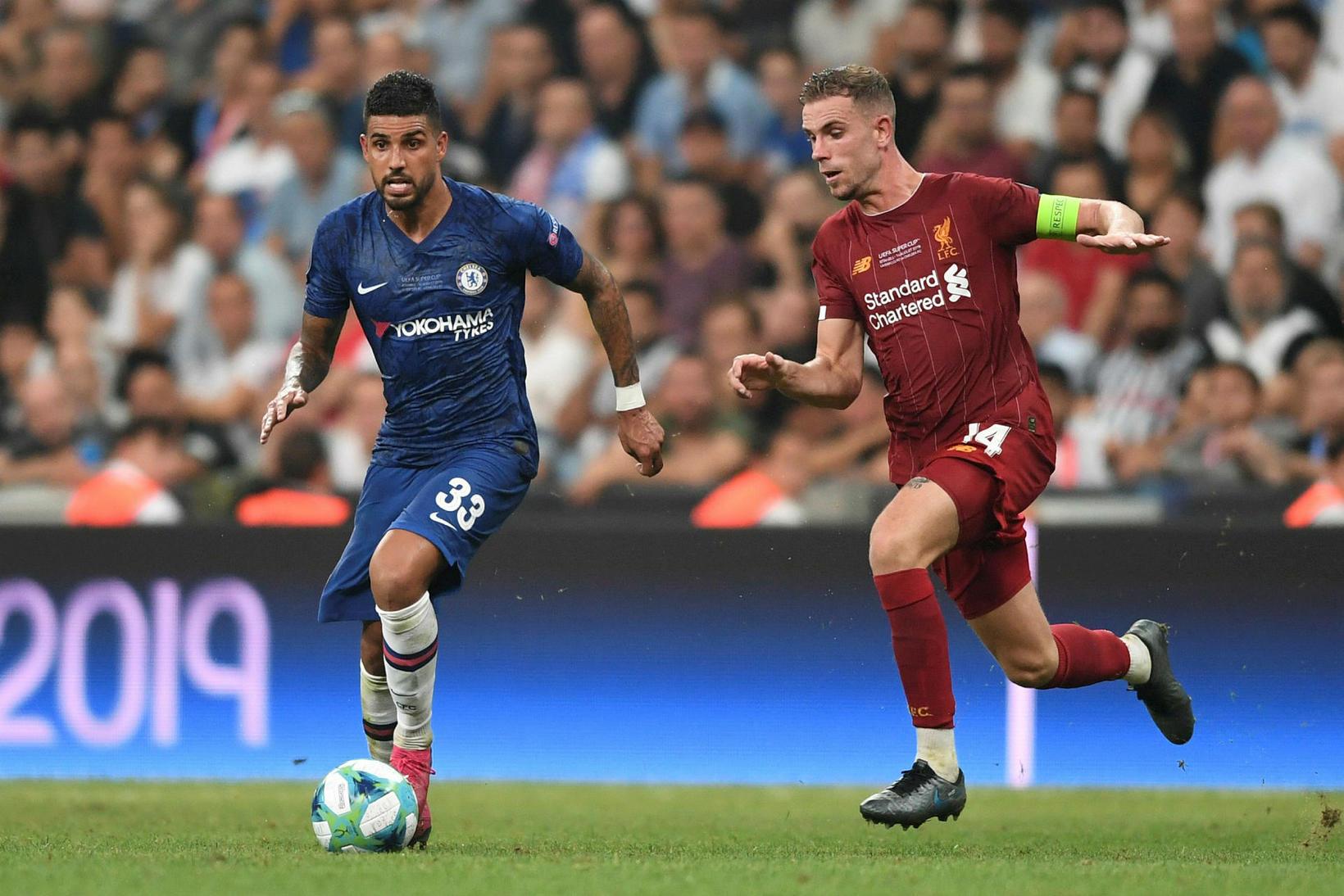 Emerson Palmieri og Jordan Henderson í leik Chelsea og Liverpool ...