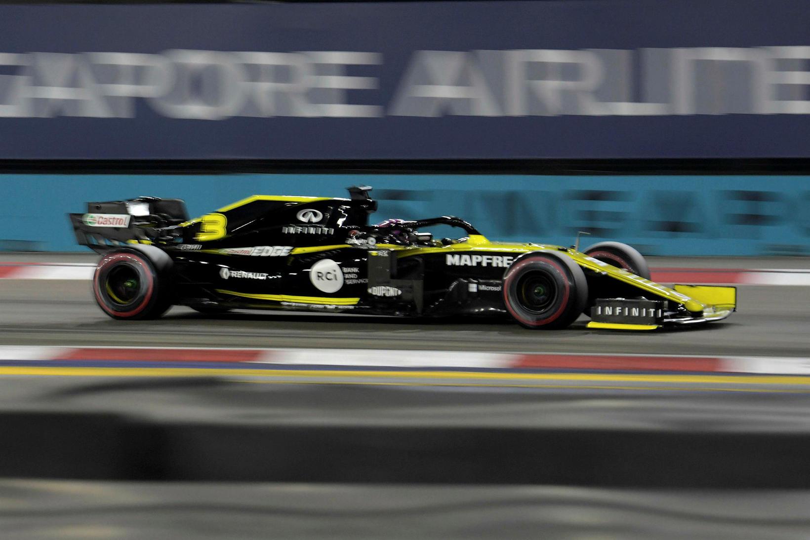 Daniel Ricciardo á Renaultinum í tímatökunni í Singapúr.