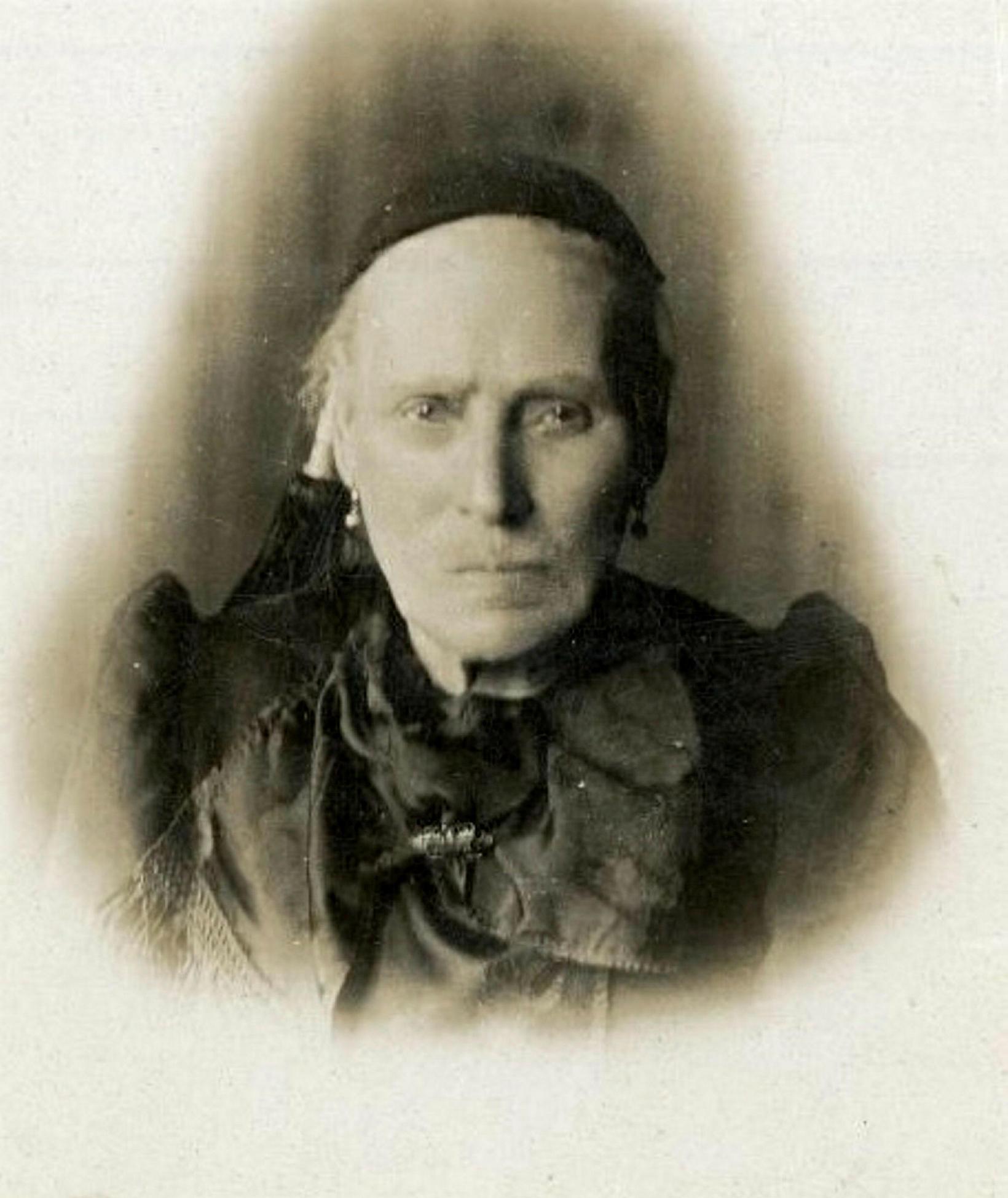Ingveldur Þorsteinsdóttir vinnukona (1843-1914). Kom úr Eyvindarhólasókn 1870, vinnukona í ...