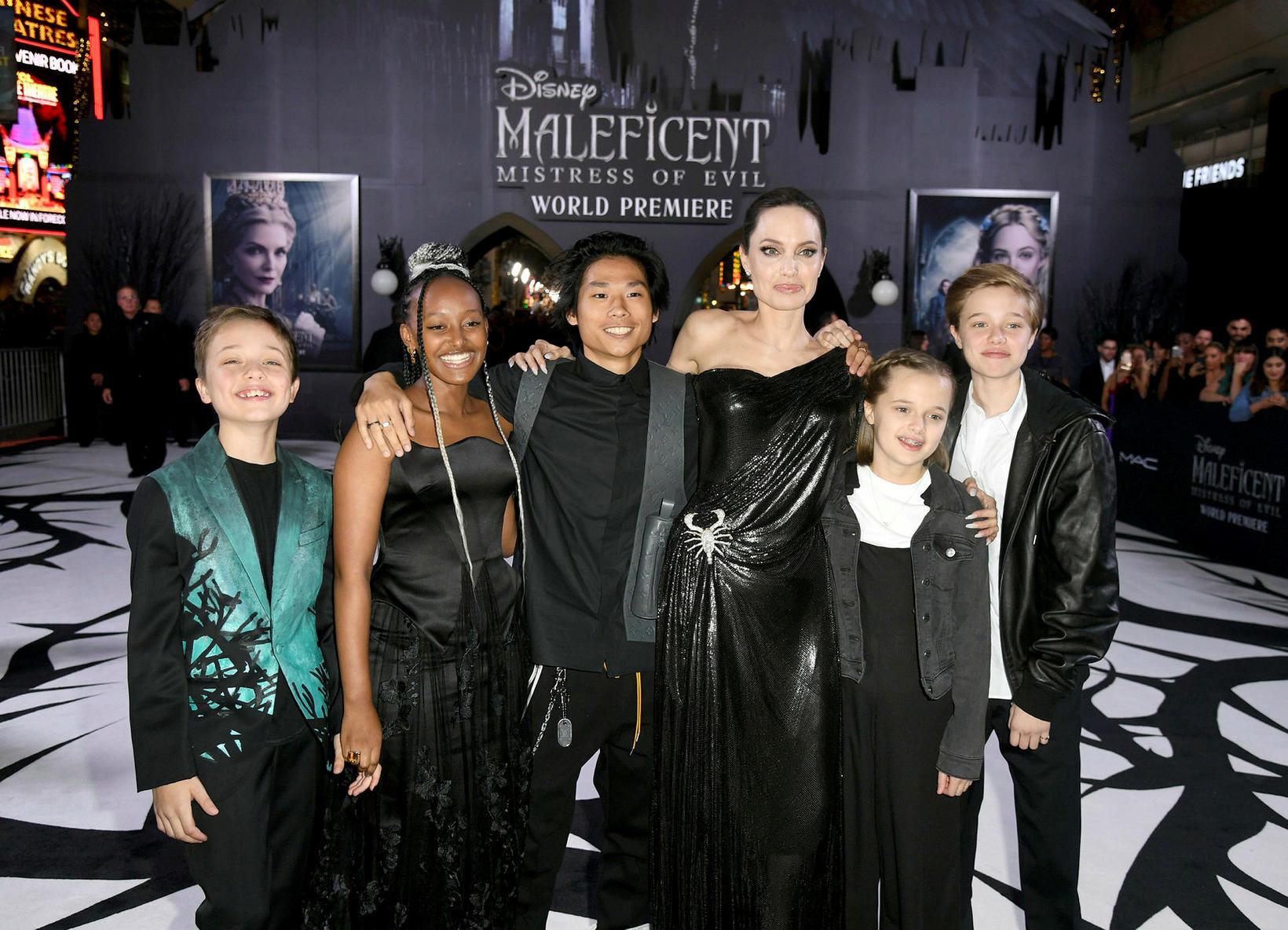 Angelina Jolie með Knox Léon Jolie-Pitt, Zahara Marley Jolie-Pitt, Pax …