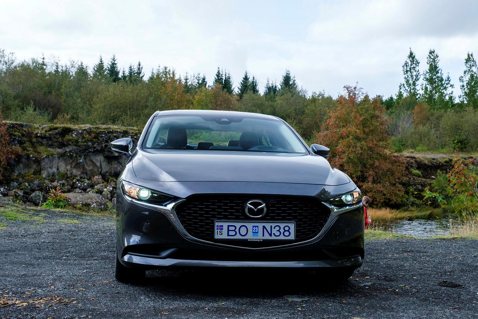 Grillið á þessari fjórðu kynslóð af Mazda 3 er af ...