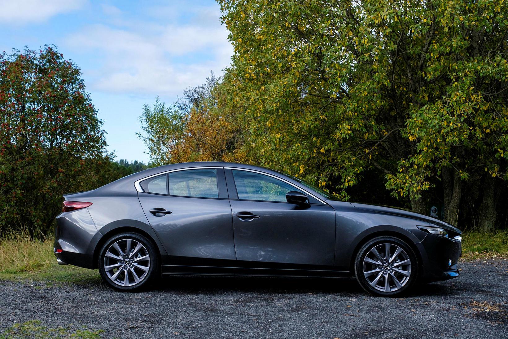 Mazda 3 samsvarar sér vel, og línurnar eru sportlegar.