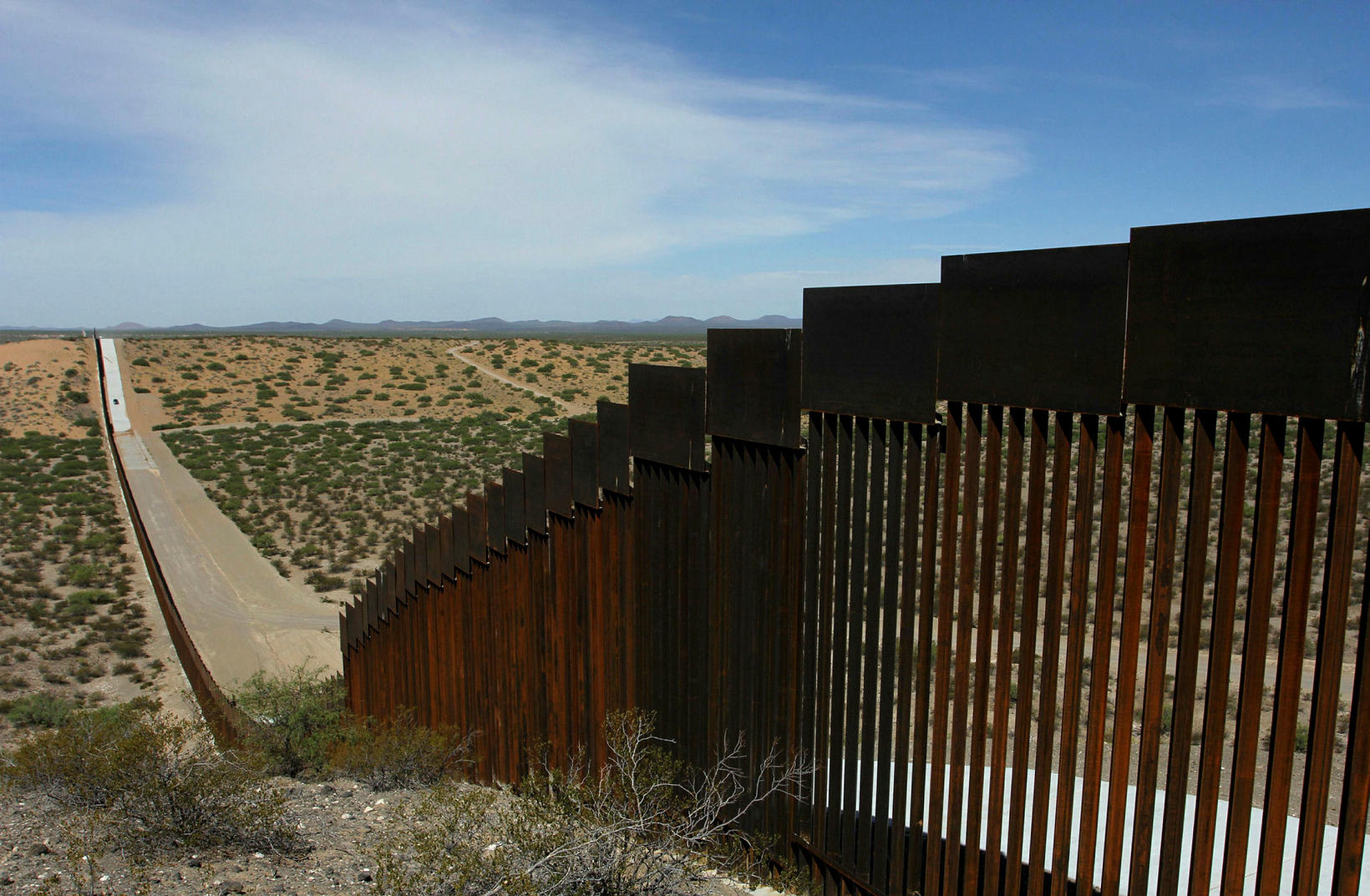 Hluti landamæramúrs við landamæri Bandaríkjanna og Mexíkó, séður frá Chihuahua-ríki …