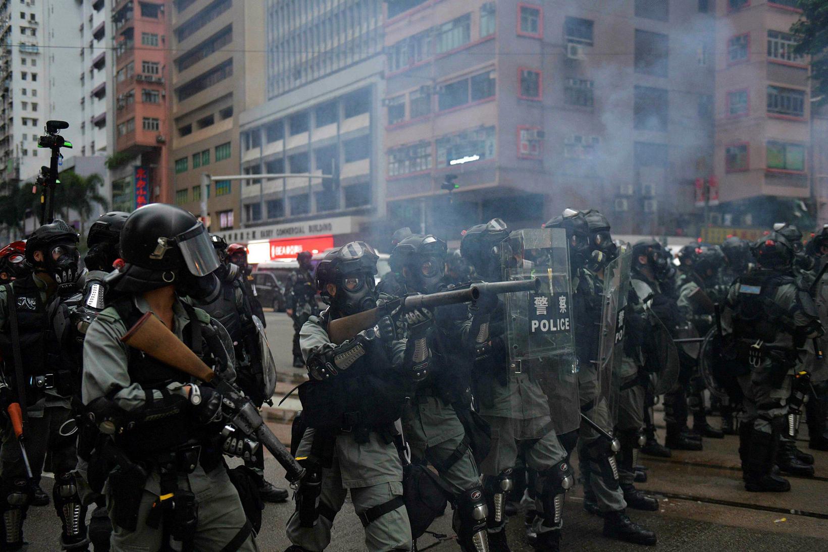 Lögreglan í Hong Kong beitti táragasi gegn mótmælendum í morgun.