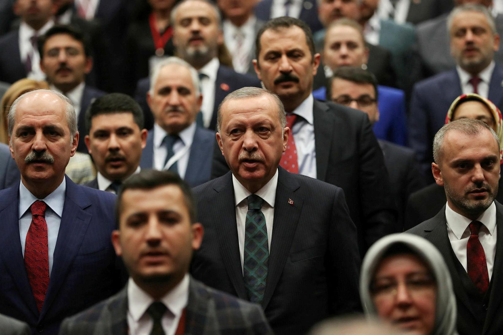 Recep Tayyip Erdogan, forseti Tyrklands, á fundi með samflokksmönnum í …