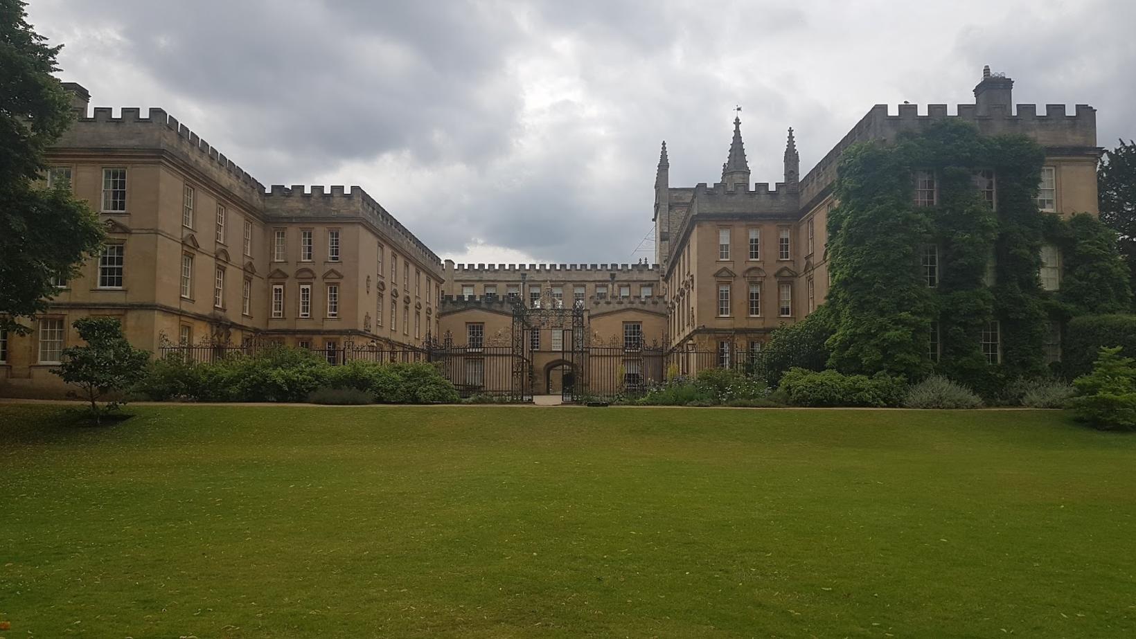 New College-byggingin fallega sem tilheyrir Oxford-háskóla.
