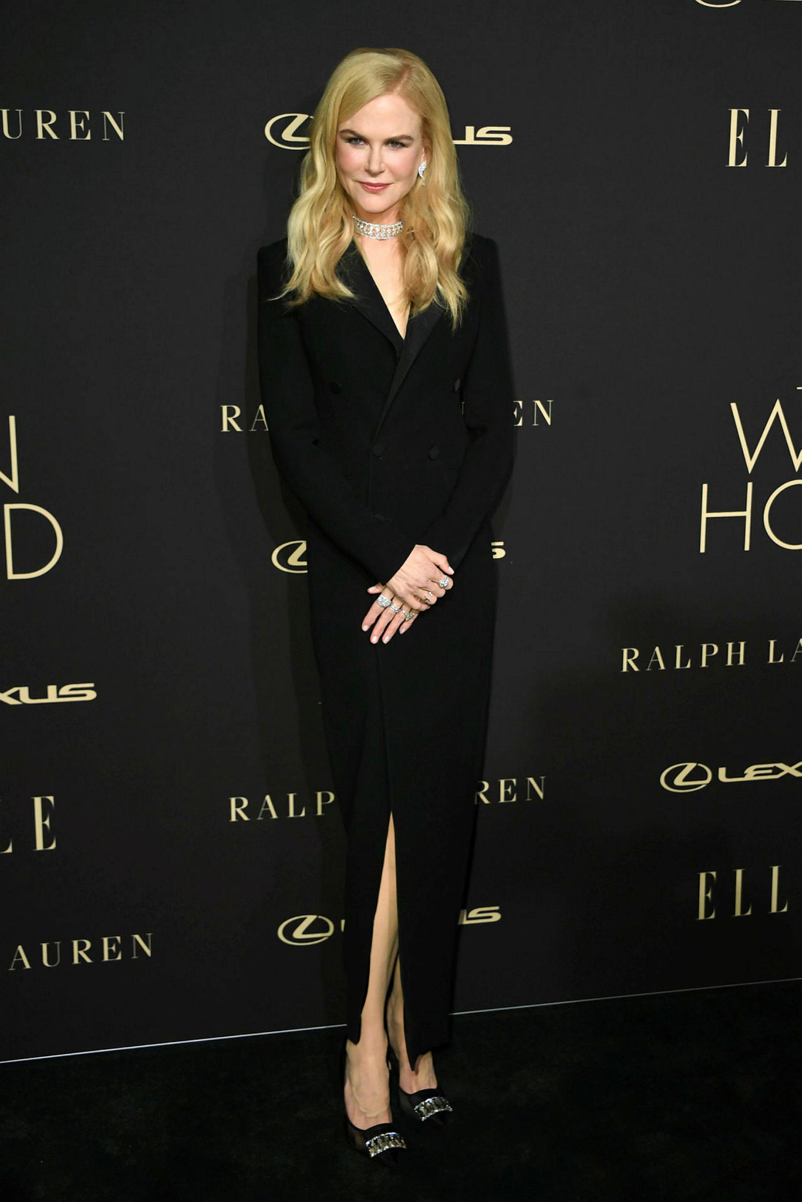 Nicole Kidman í síða jakkakjólnum.
