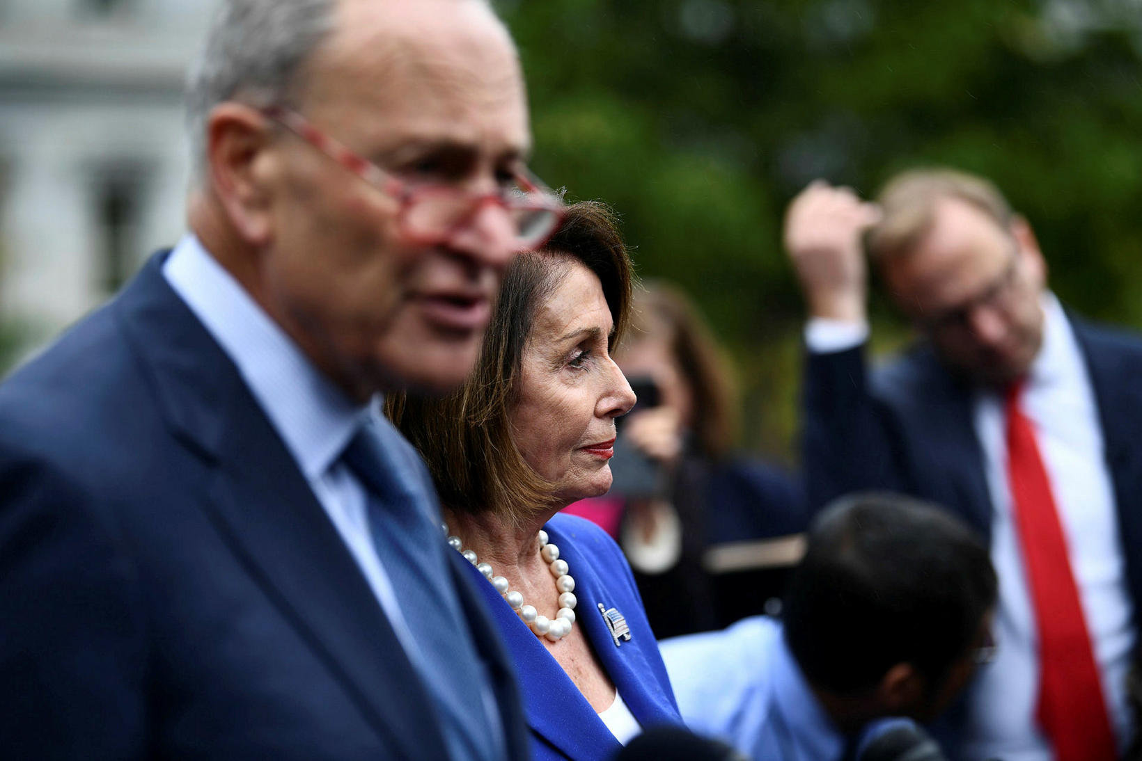 Chuck Schumer og Nancy Pelosi, leiðtogar demókrata, ræða við fjölmiðla ...