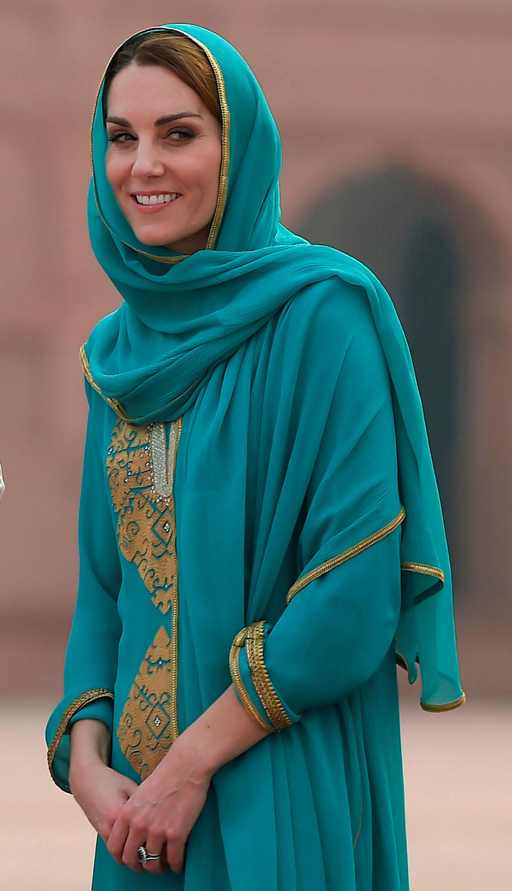 Katrín, hertogaynja af Cambridge í heimsókn í Badshahi moskunni.