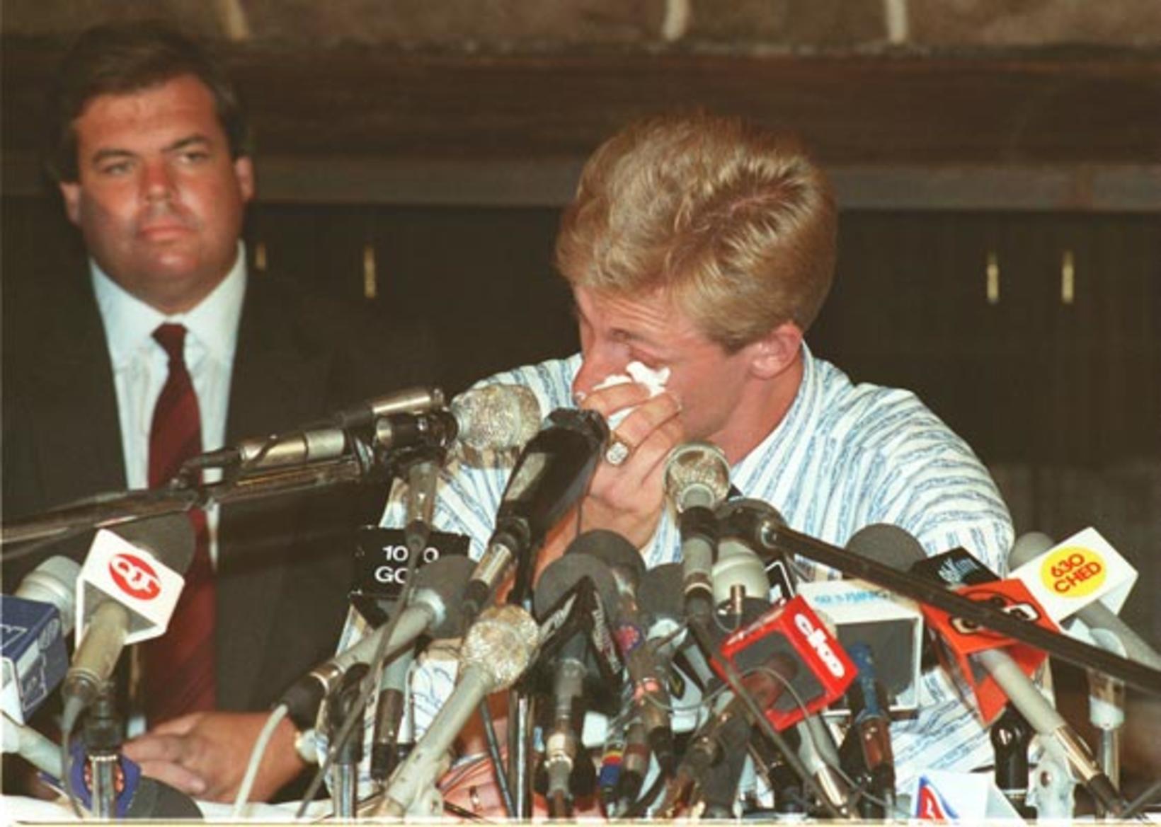 Blaðamannafundurinn tók heldur betur á fyrir Gretzky þegar hann ætlaði …