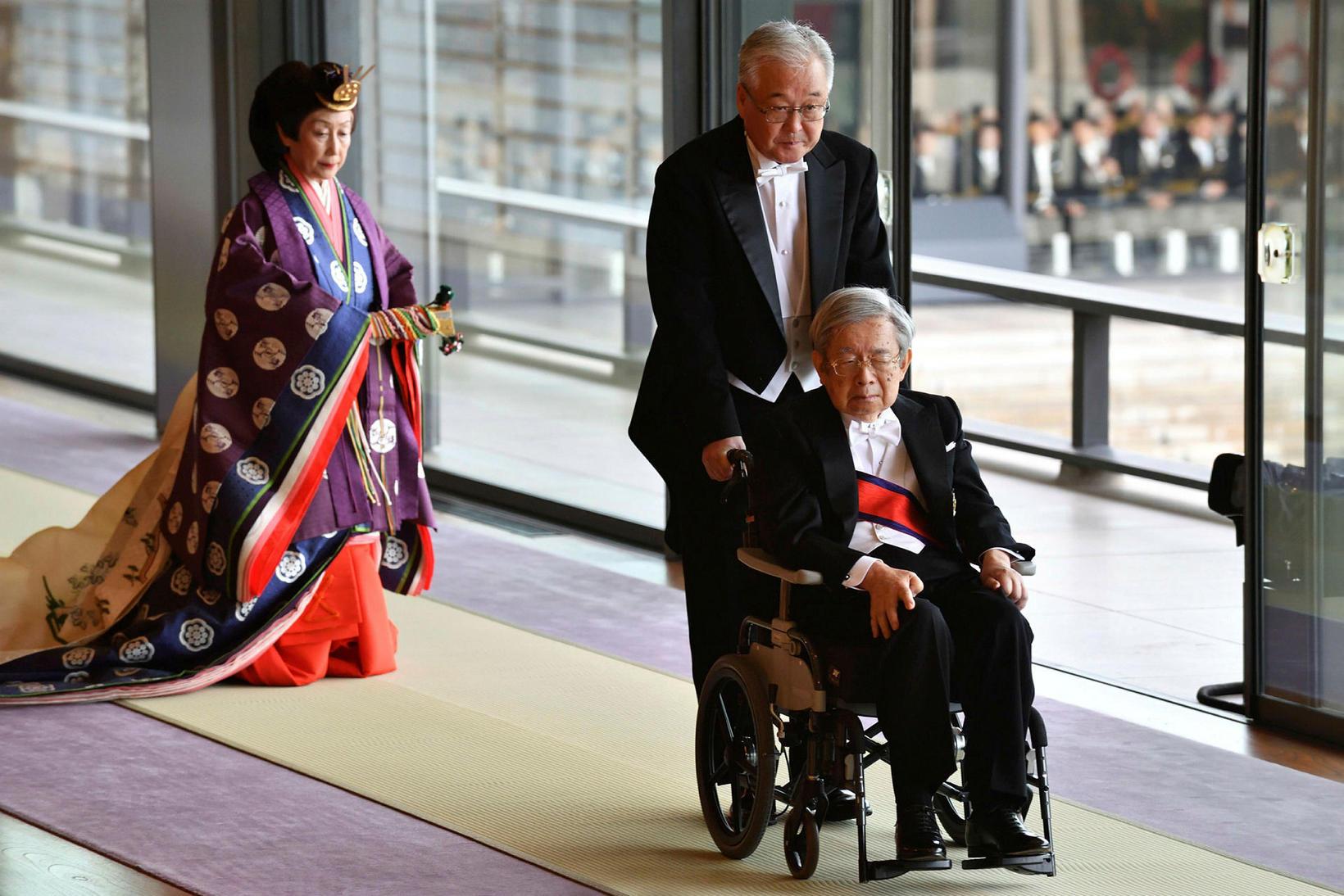 Hitachi Japansprins kemur á athöfnina.