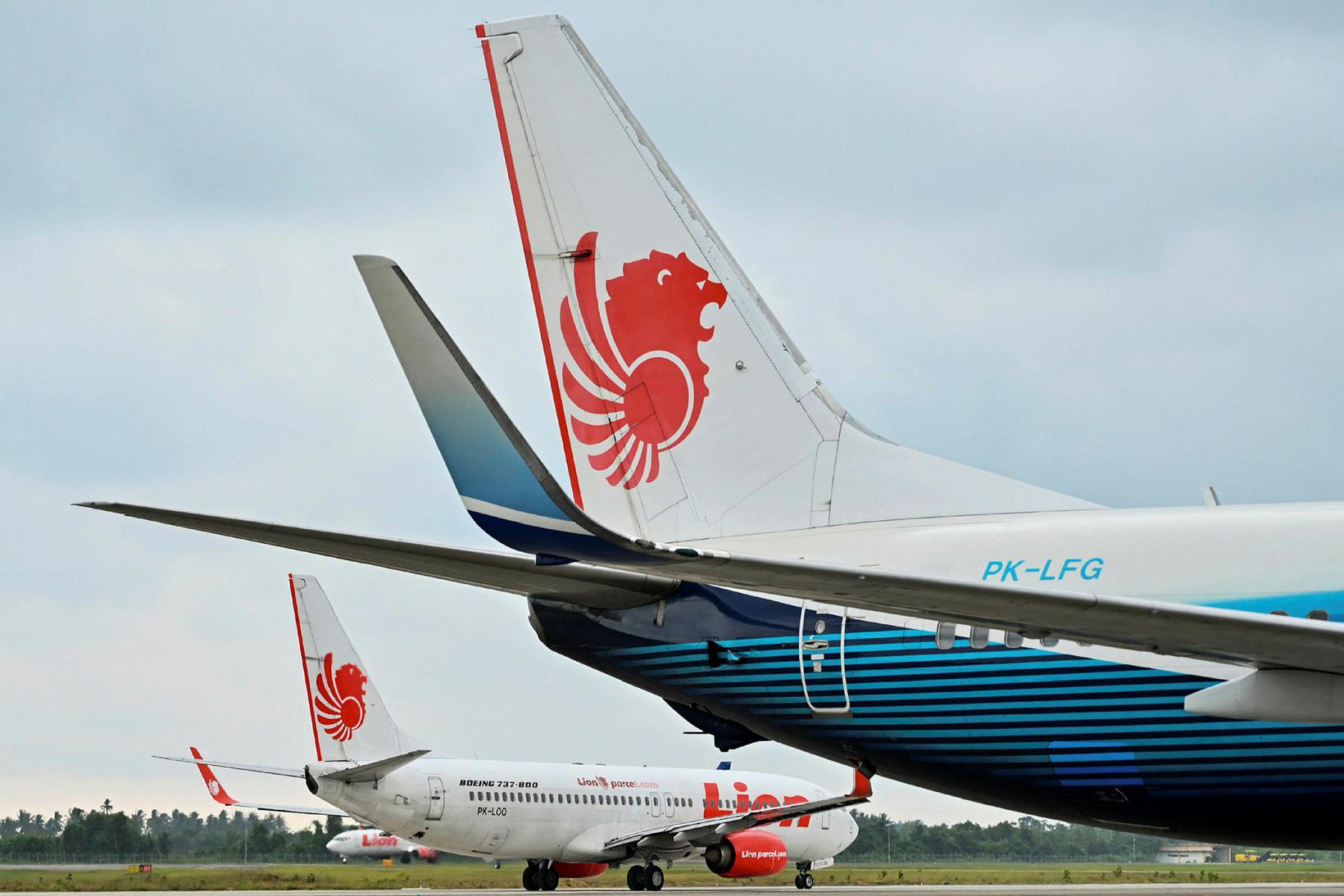Farþegaþota Lion Air af gerðinni Boeing 737-800 á flugvellinum í ...
