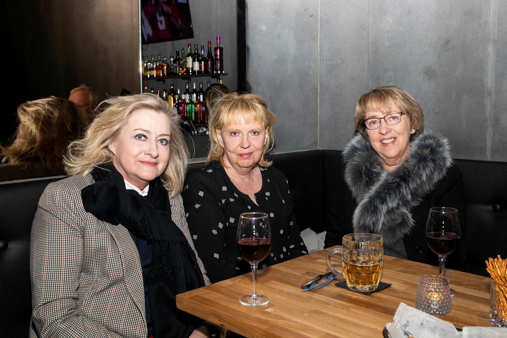 Kristín Jóhannsdóttir, Oddfríður Jóhannsdóttir og Bryndís Jóhannsdóttir.