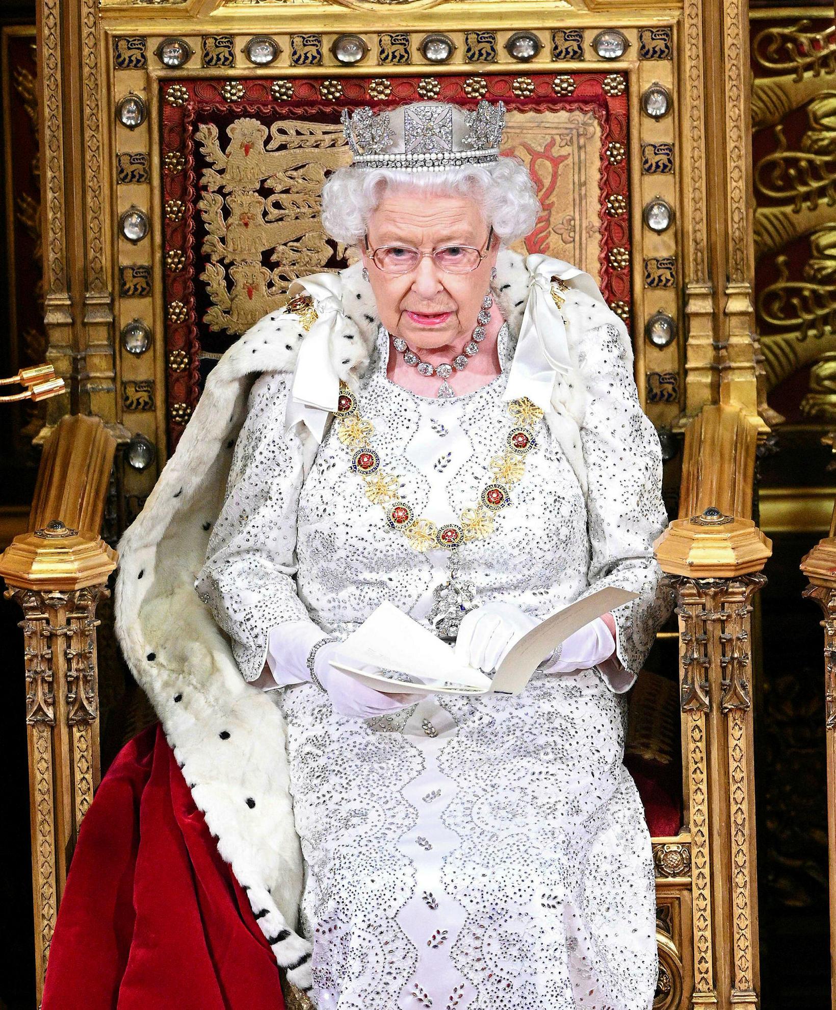 Angela Kelly hefur verið í þjónustu drottningarinnar síðan 2002.