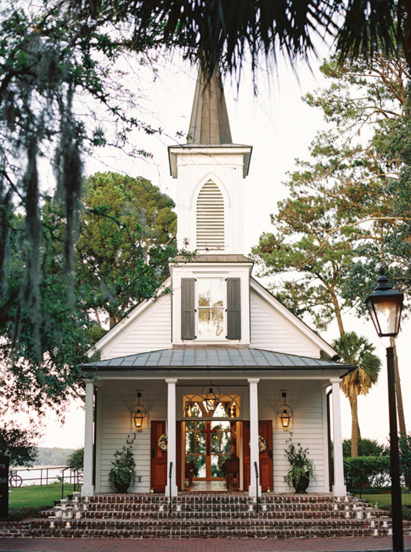 Kirkjan á svæðinu, kannski gifta þau sig aftur þarna.