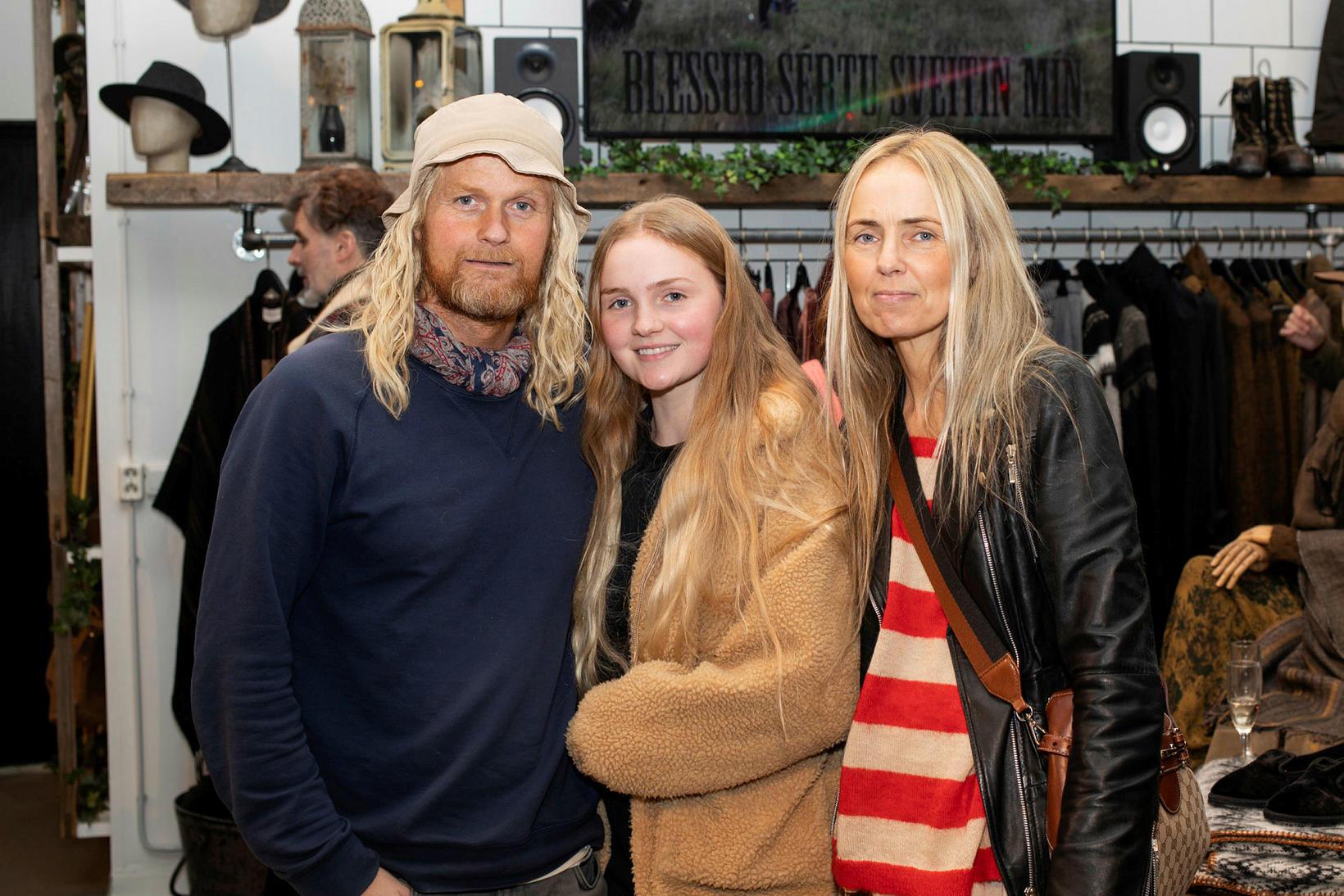 Gunnar Hilmarsson, Gabríella Tara Gunnarsdóttir og Kolbrún Petrea Gunnarsdóttir.