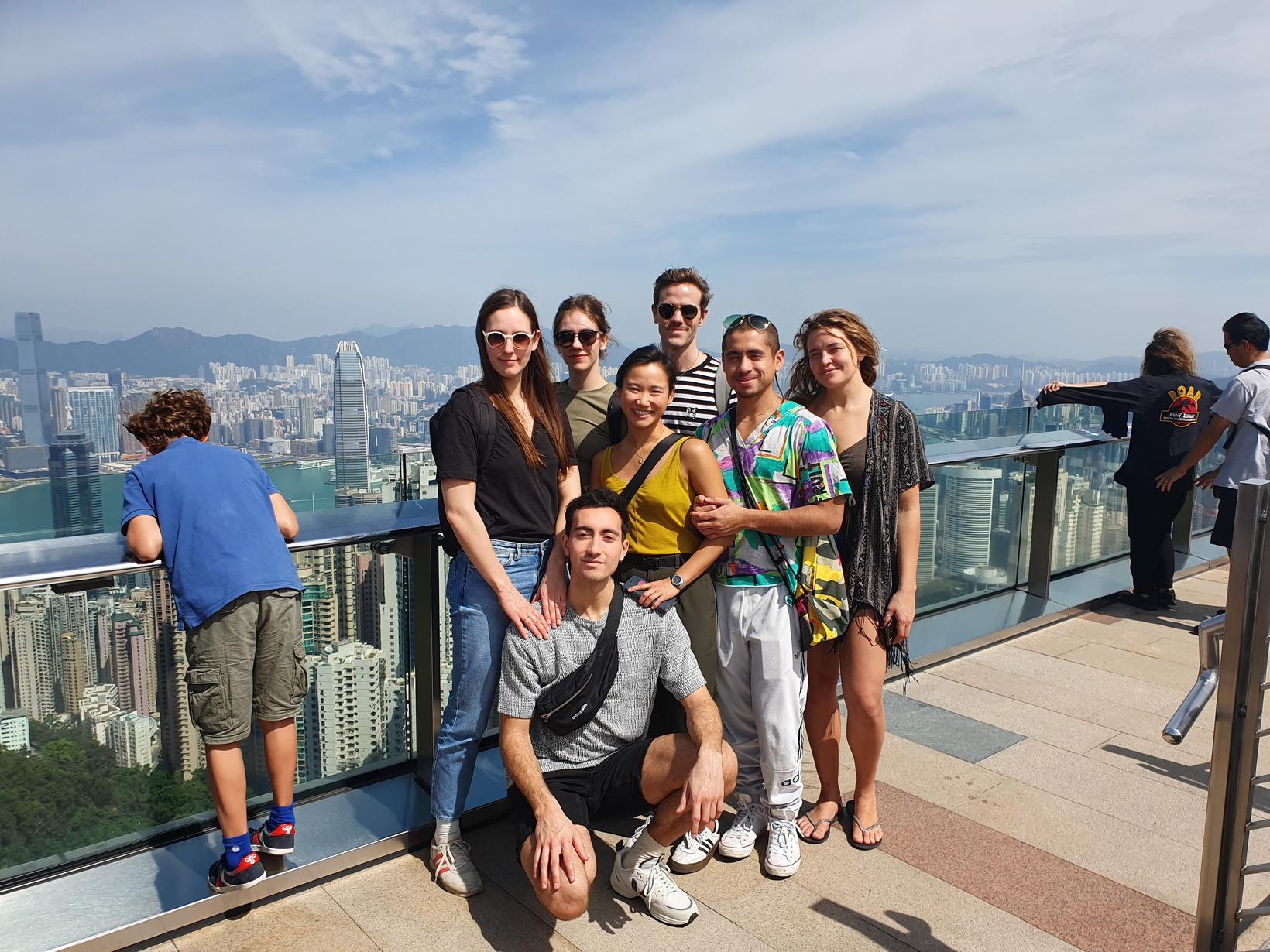 Dansarar íslenska dansflokksins á toppi Peak-fjalls í Hong Kong.