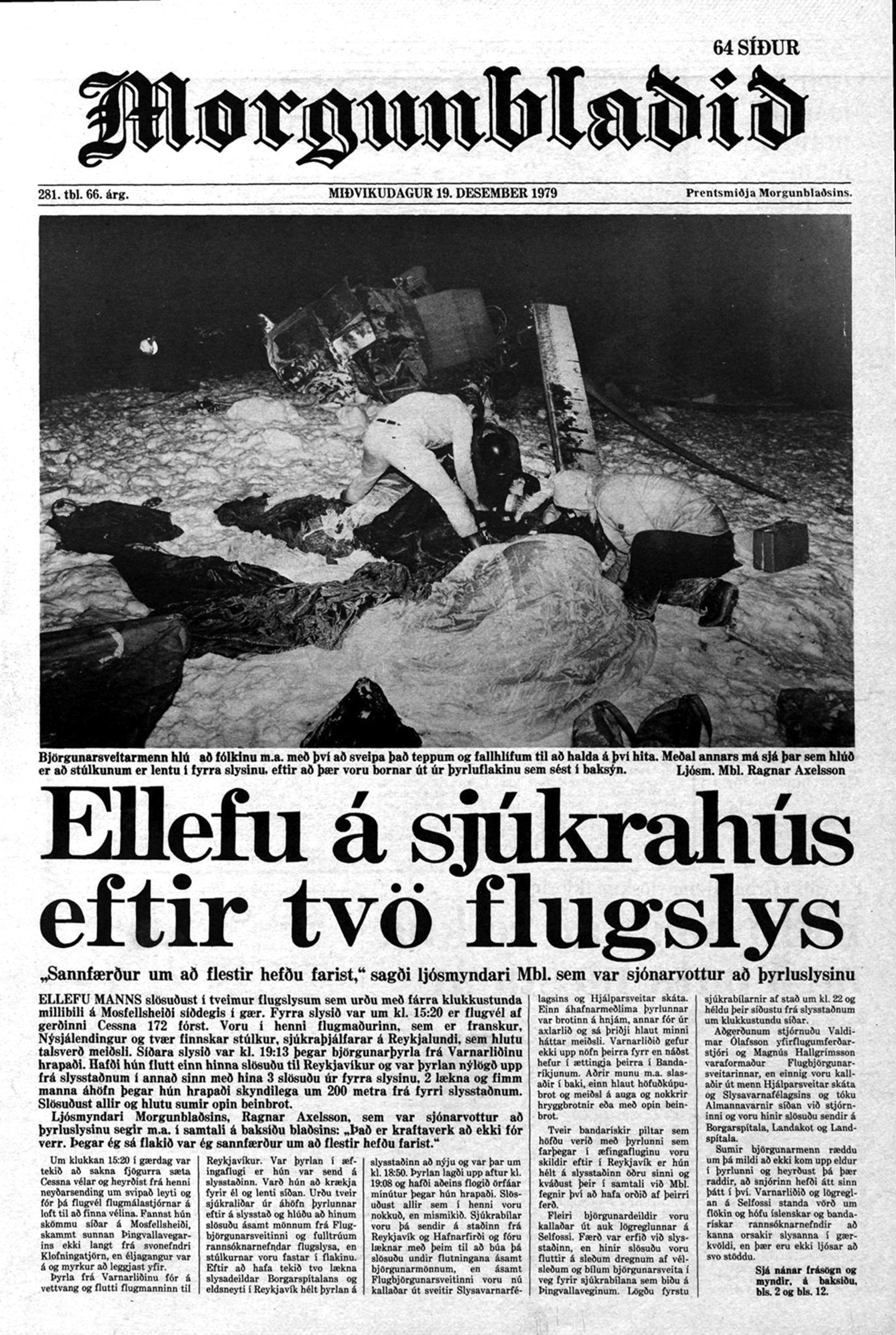 Greint var frá flugslysunum á forsíðu Morgunblaðisins.