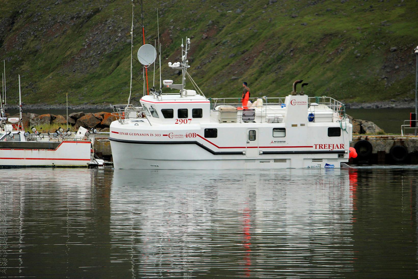 Báturinn Einar Guðnason strandaði við Gölt á utanverðum Súgandafirði í …