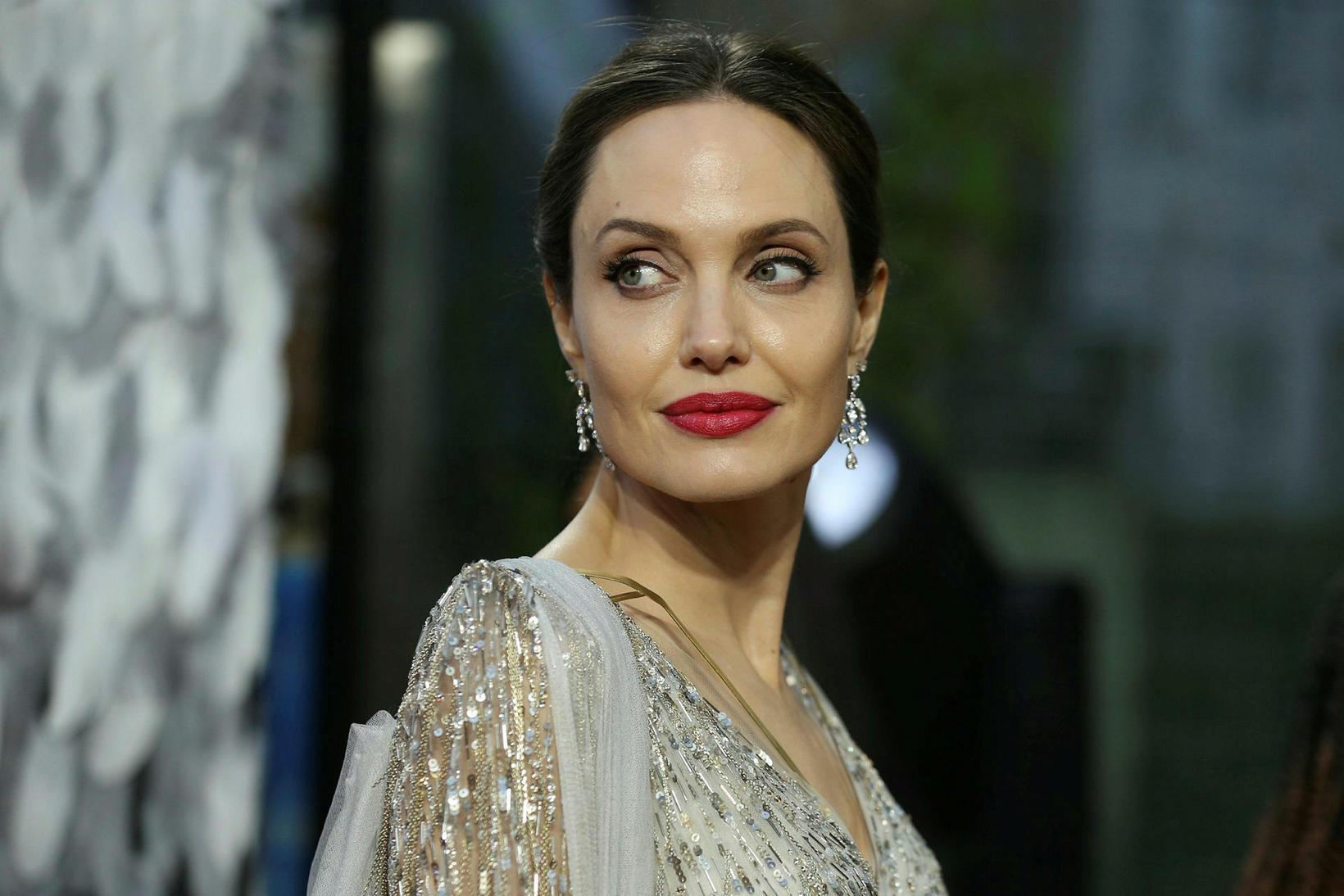 Angelina Jolie hagnaðist mikið á sölunni.