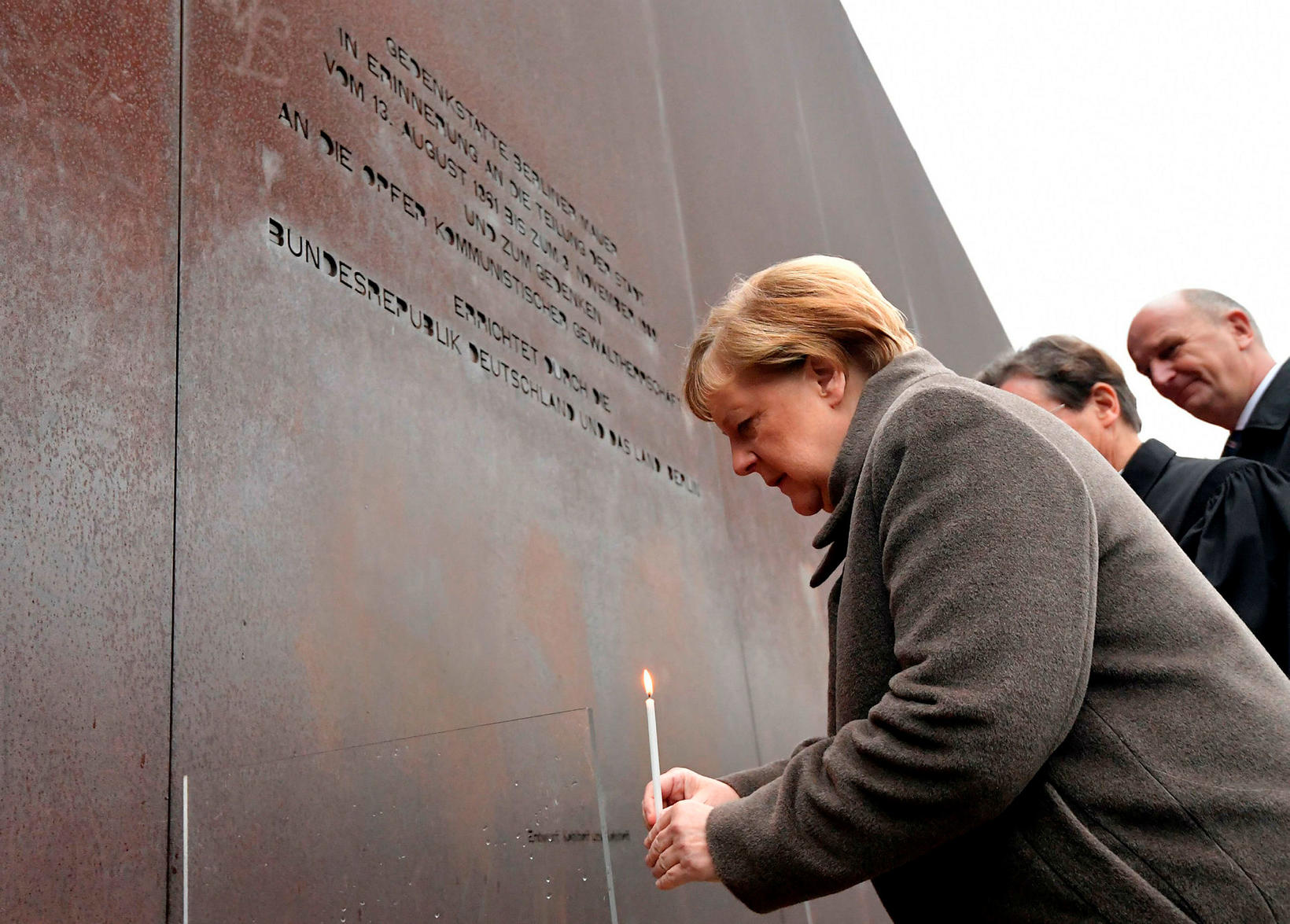 Angela Merkel Þýskalandskanslari við minningarathöfn í Berlín í dag.