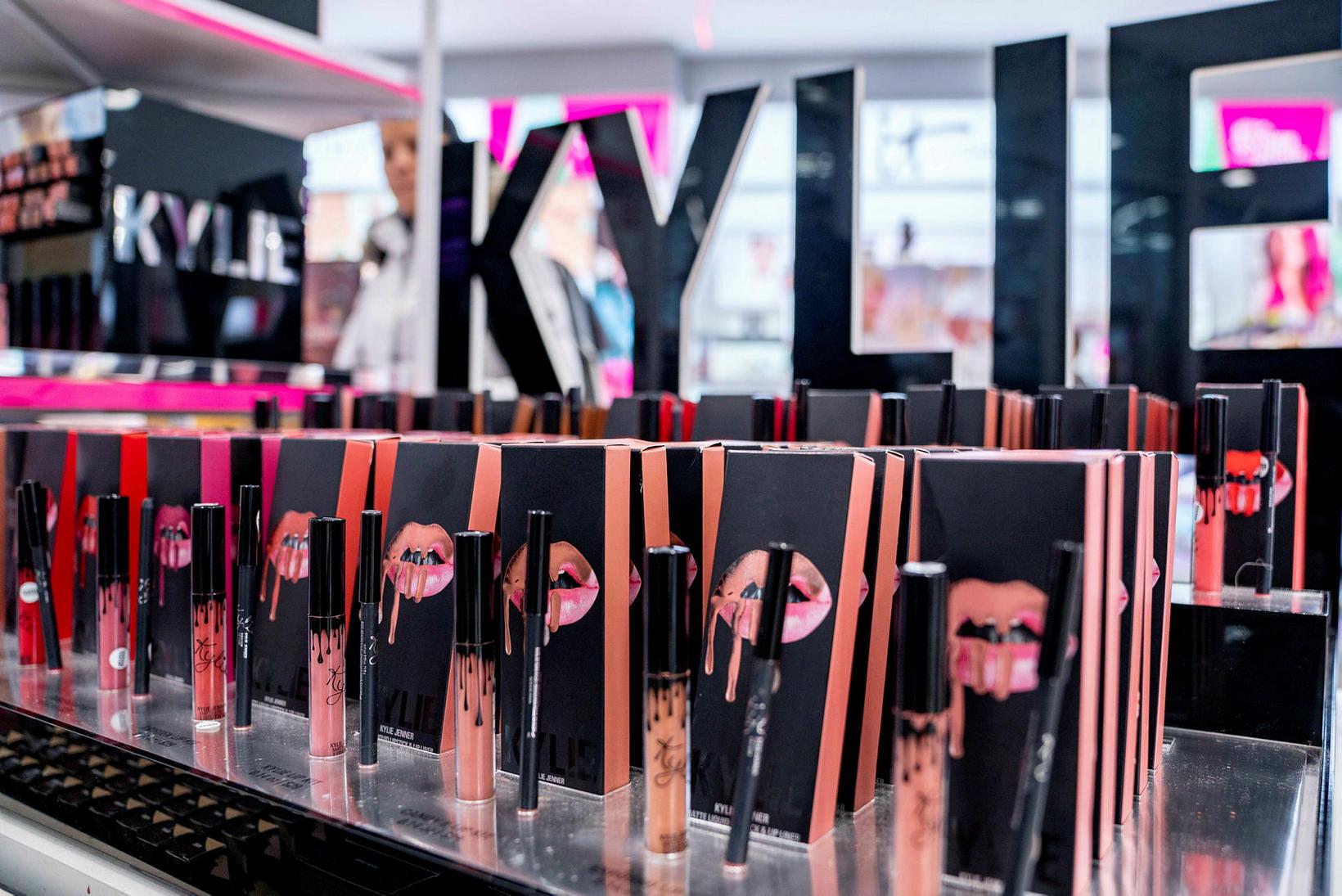 Kylie Jenner hefur byggt upp gríðarlega vinsælt snyrtivörumerki.
