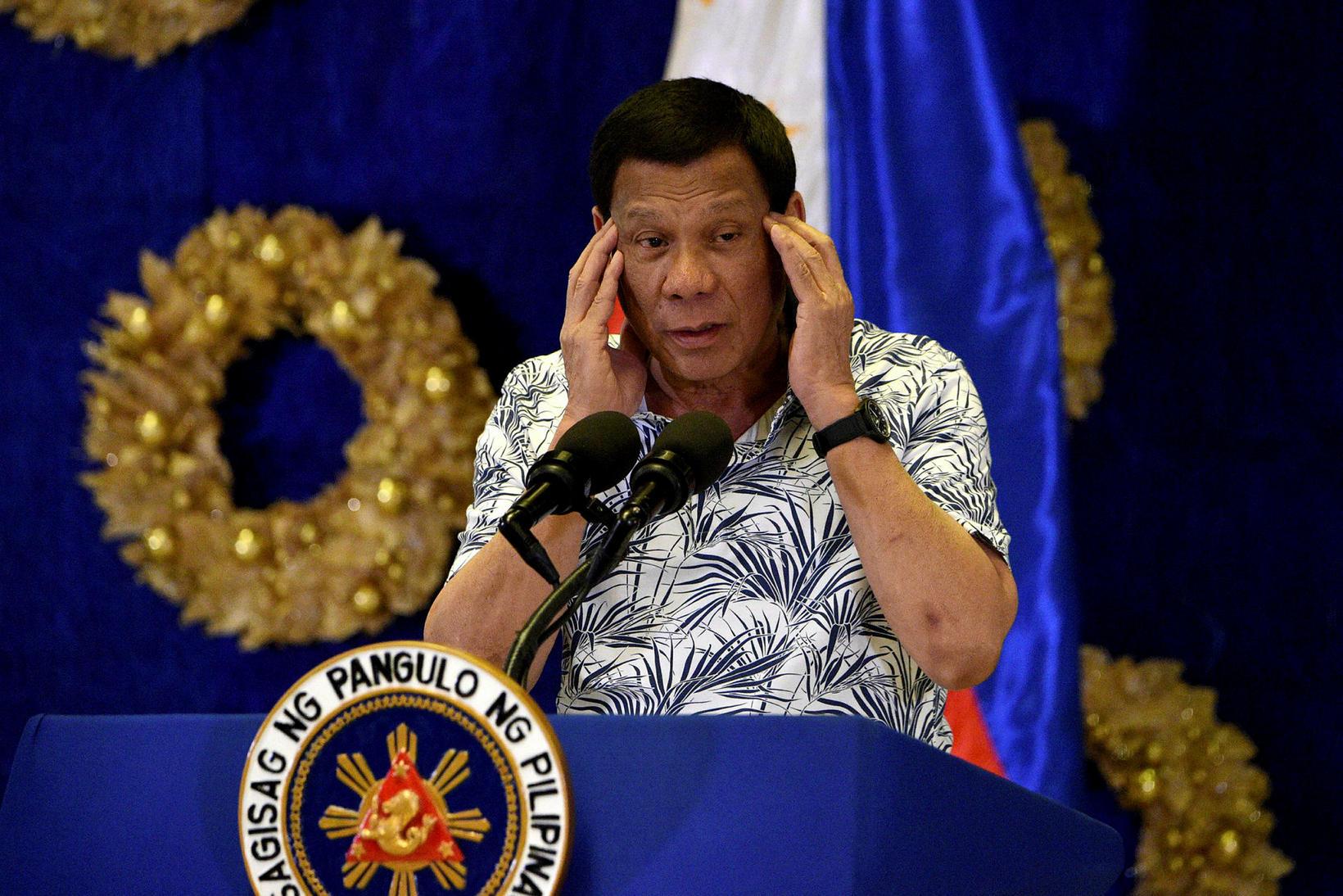 Forseti Filippeseyja, Rodrigo Duterte, á blaðamannafundi í Manila í dag.