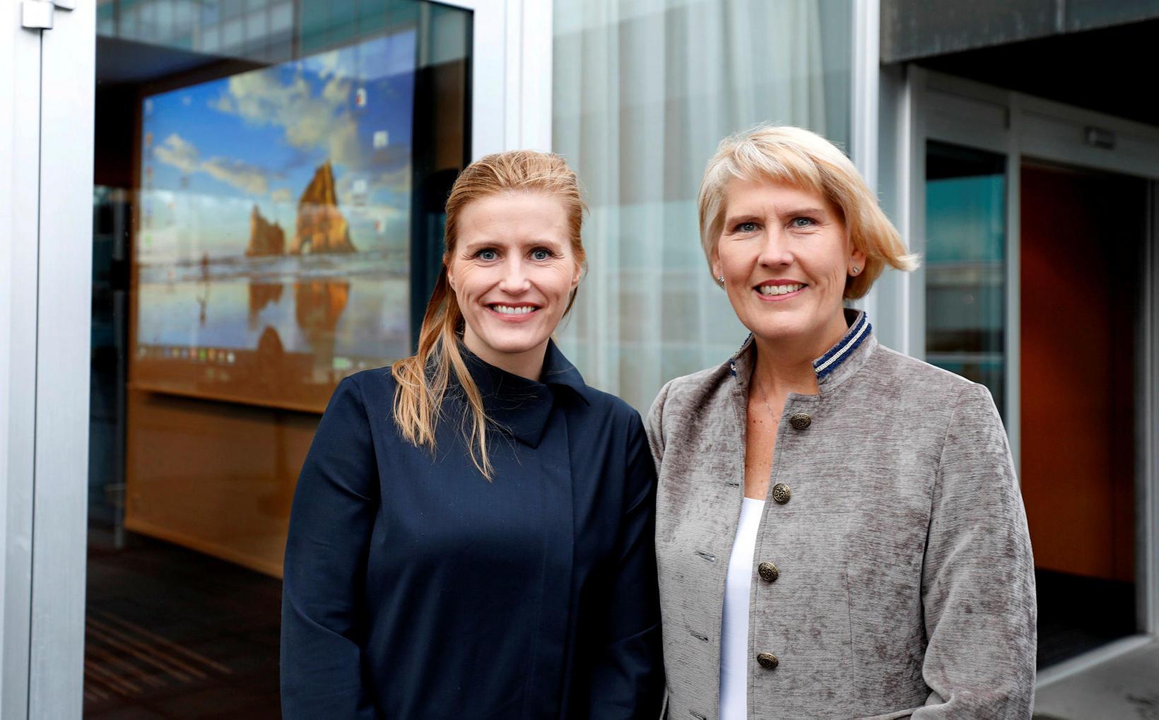 Jóhanna Bryndís Bjarnadóttir, nýr formaður Tannlæknafélags Íslands og Elín Sigurgeirsdóttir, …