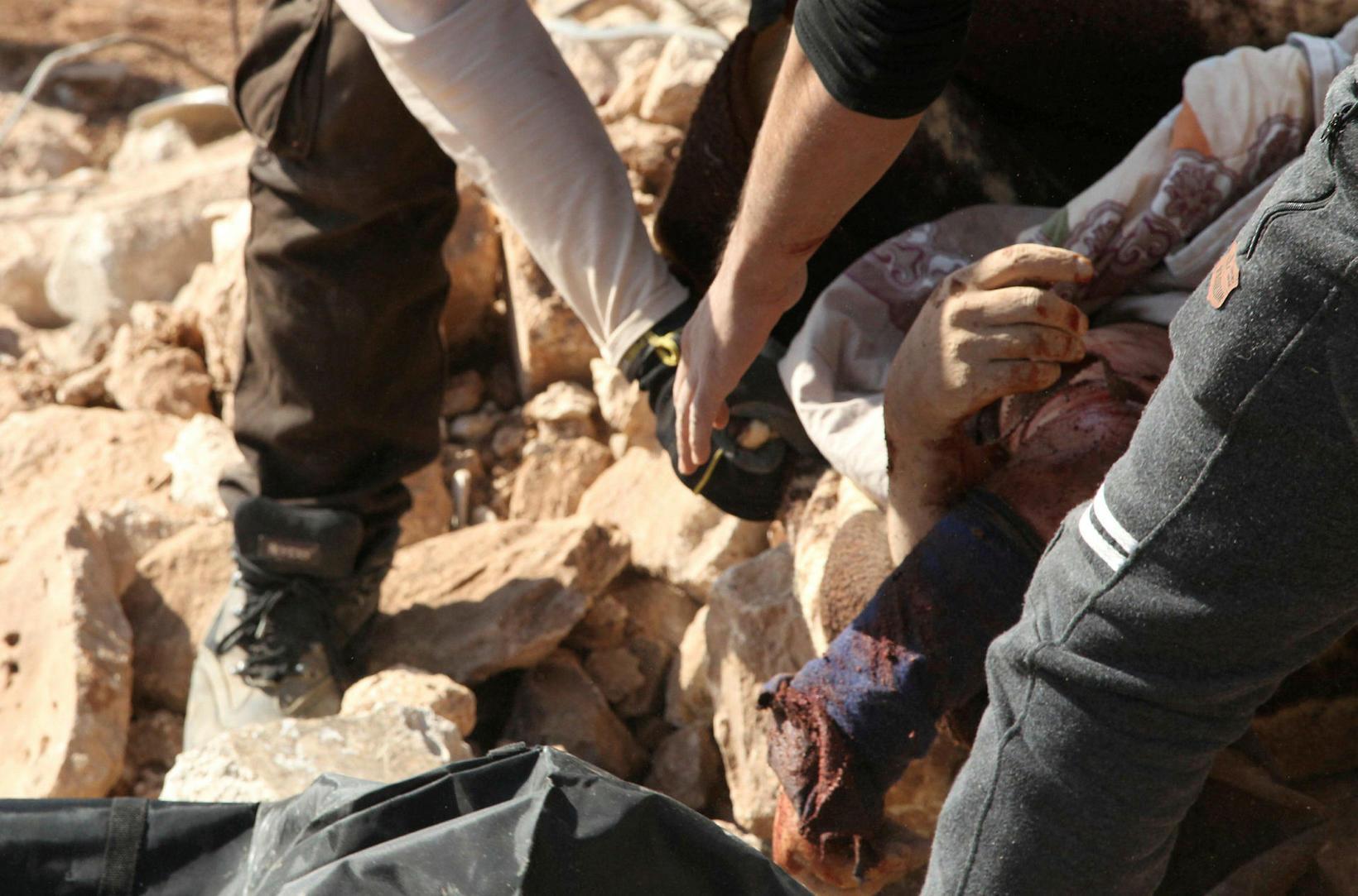 Myndin er tekin í Idlib fyrir þremur dögum. Til þess …