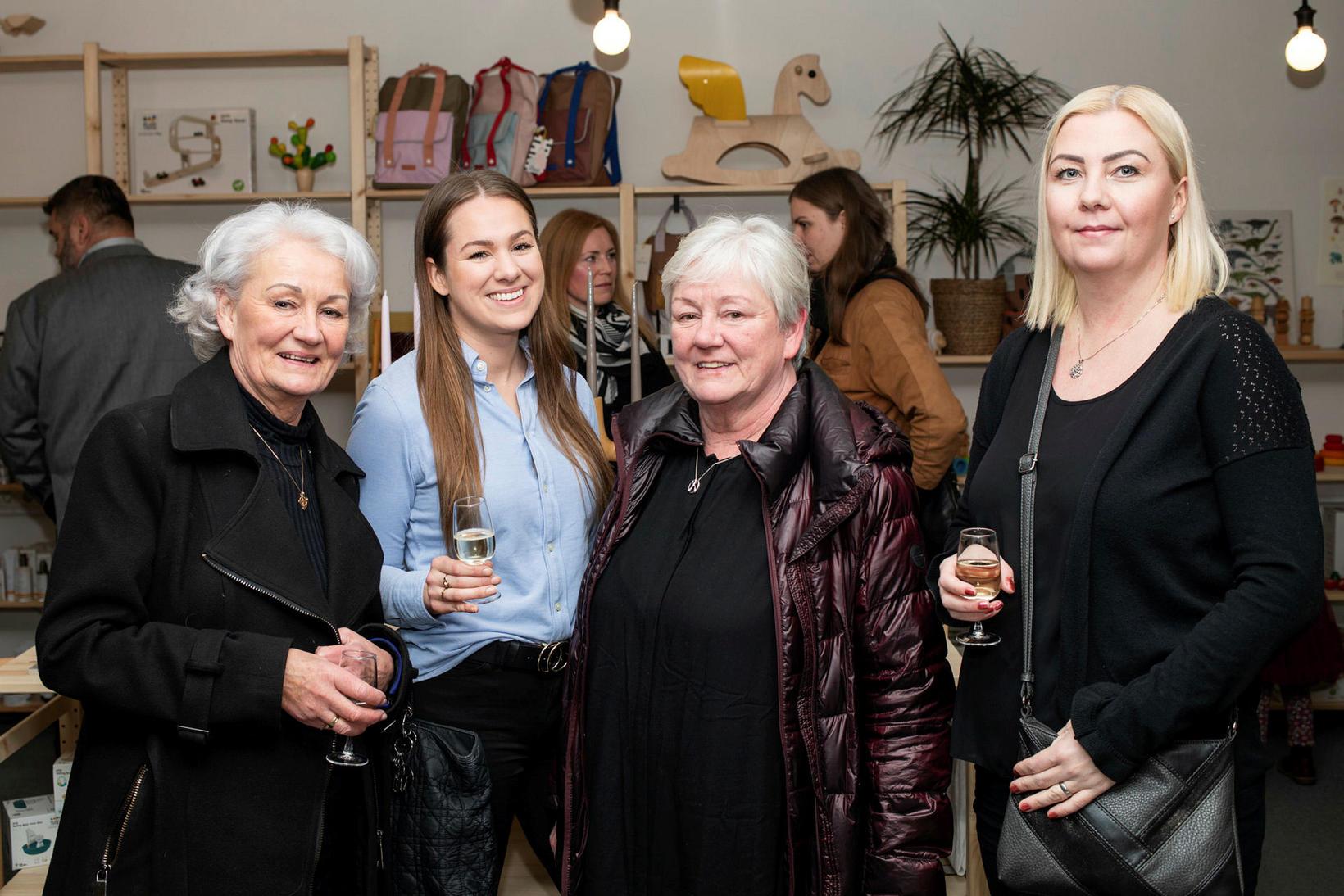 Heba Sigurgeirsdóttir, Lára Aradóttir, Ólína Sigurgeirsdóttir og Anna Magnúsdóttir.