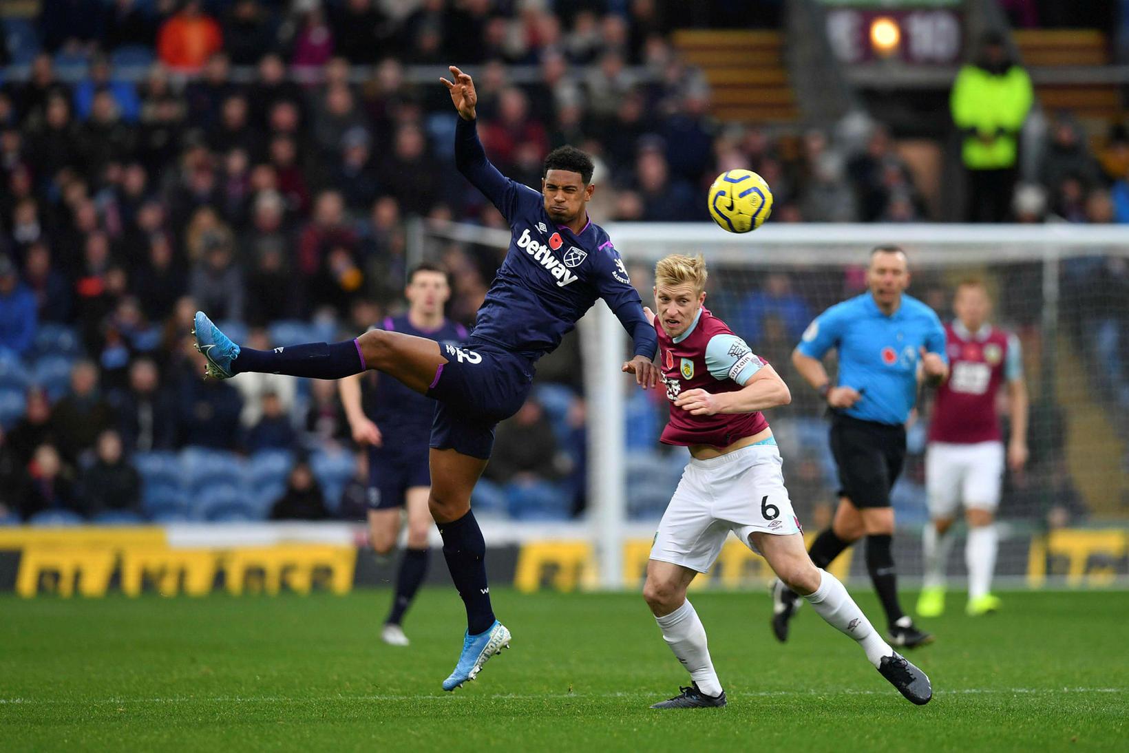 Burnley vann auðveldan sigur á West Ham.