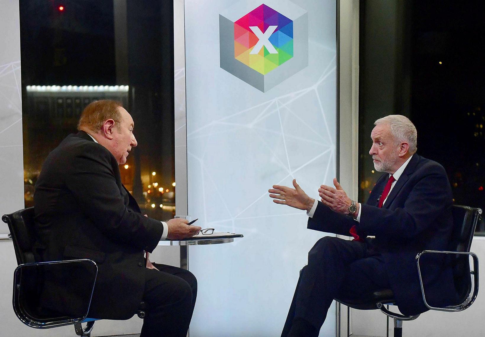 Þáttarstjórnandinn Andrew Neil gaf Corbyn færi á að biðjast afsökunar, ...