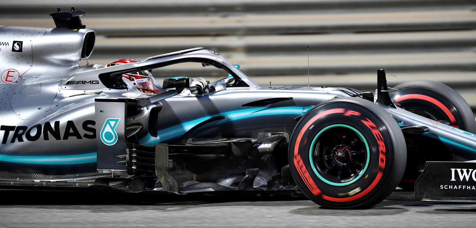 Lewis Hamilton á ferð í tímatökunni í Abu Dhabi.