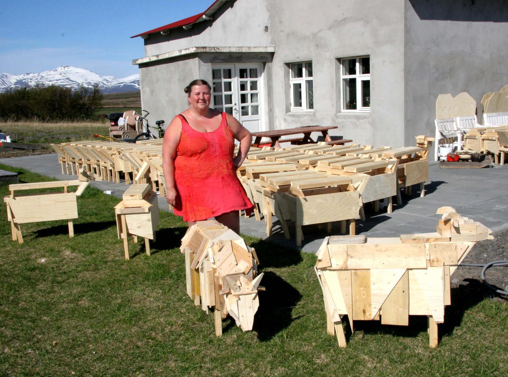 Aðalheiður S. Eysteinsdóttir ásamt listaverkum sínum.