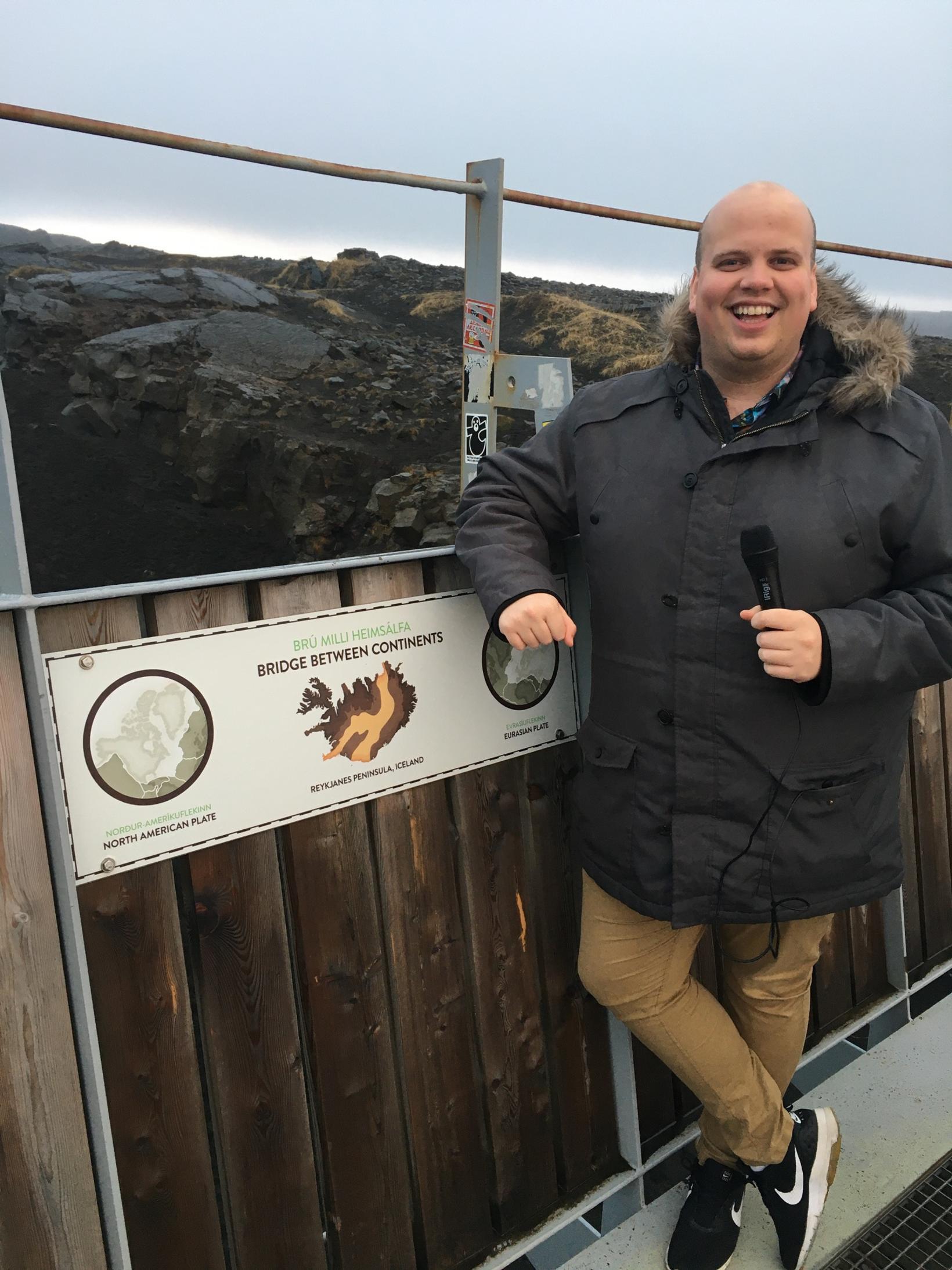 Siggi á brúnni milli tveggja heimsálfa. Þar verður maður að ...