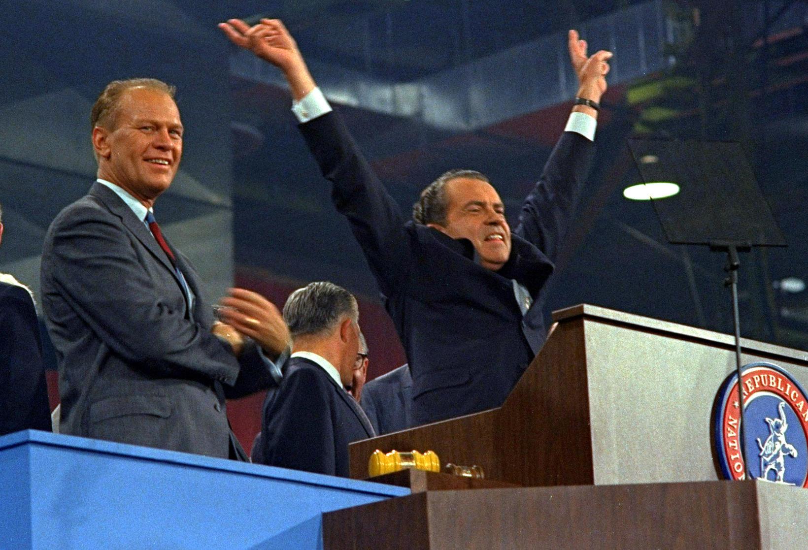 Richard Nixon á góðri stund með Gerald Ford á flokksþingi …