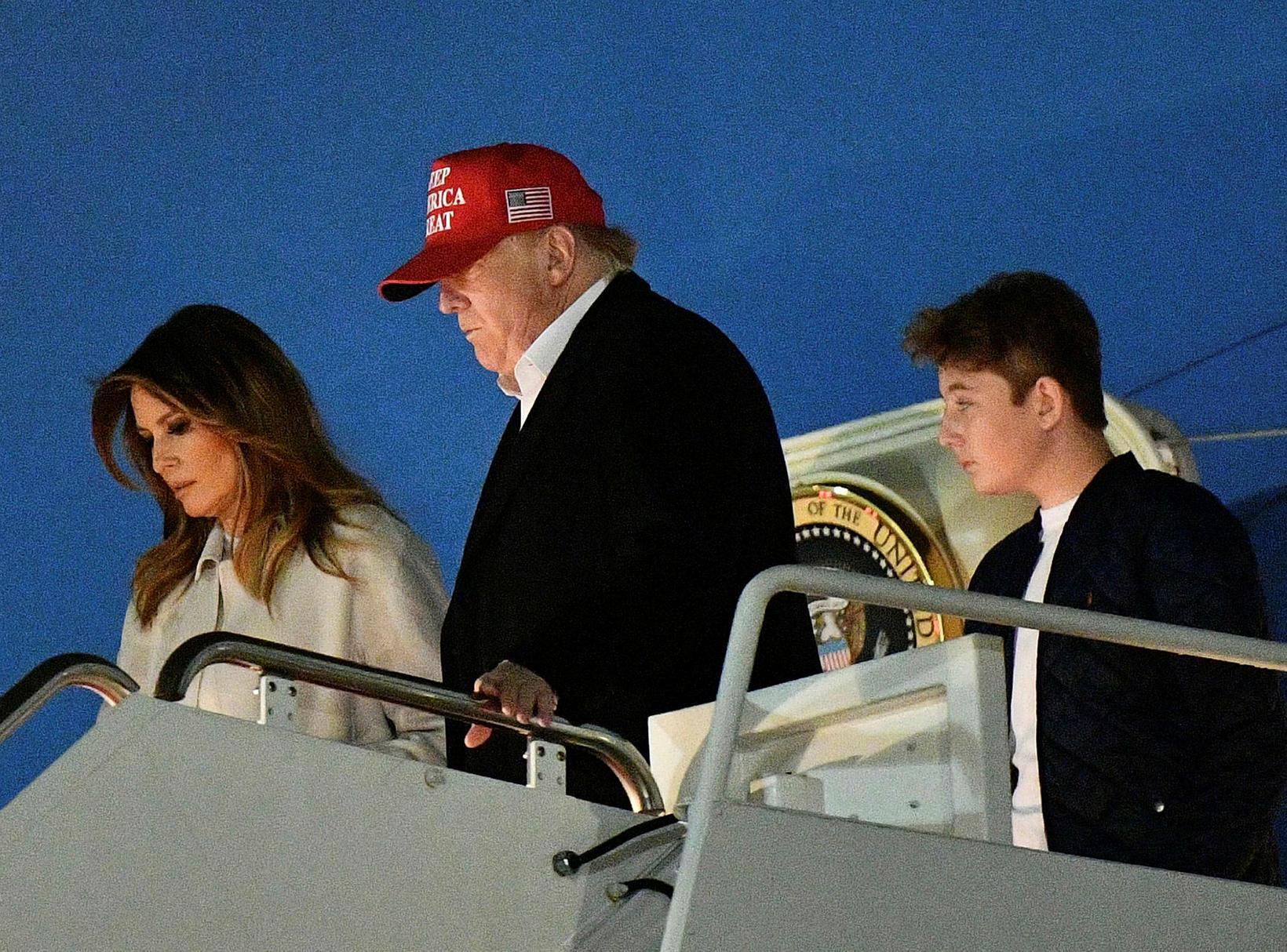 Melania, Donald og Barron Trump.