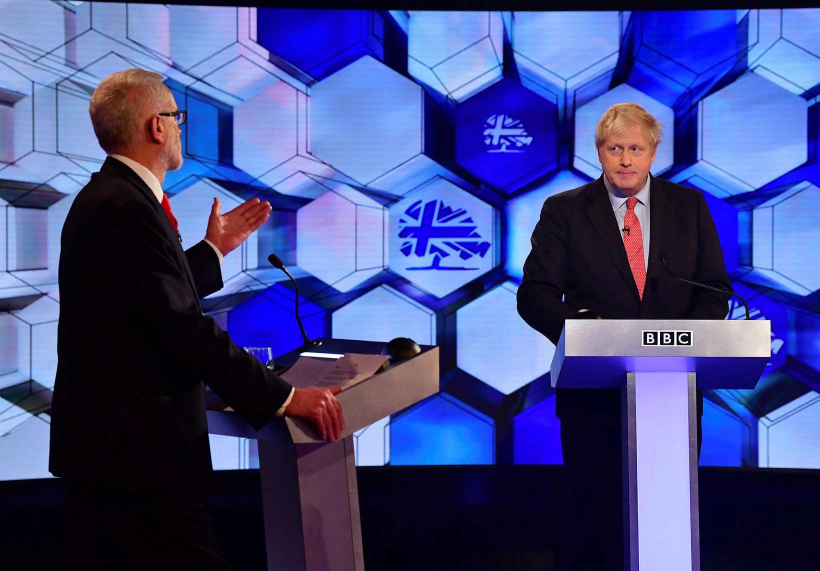 Jeremy Corbyn og Boris Johnson takast á í sjónvarpssal.