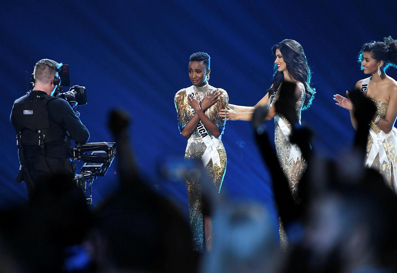 Miss Universe 2019, Zozibini Tunzi, ungfrú Perú, Kelin Rivera, og …