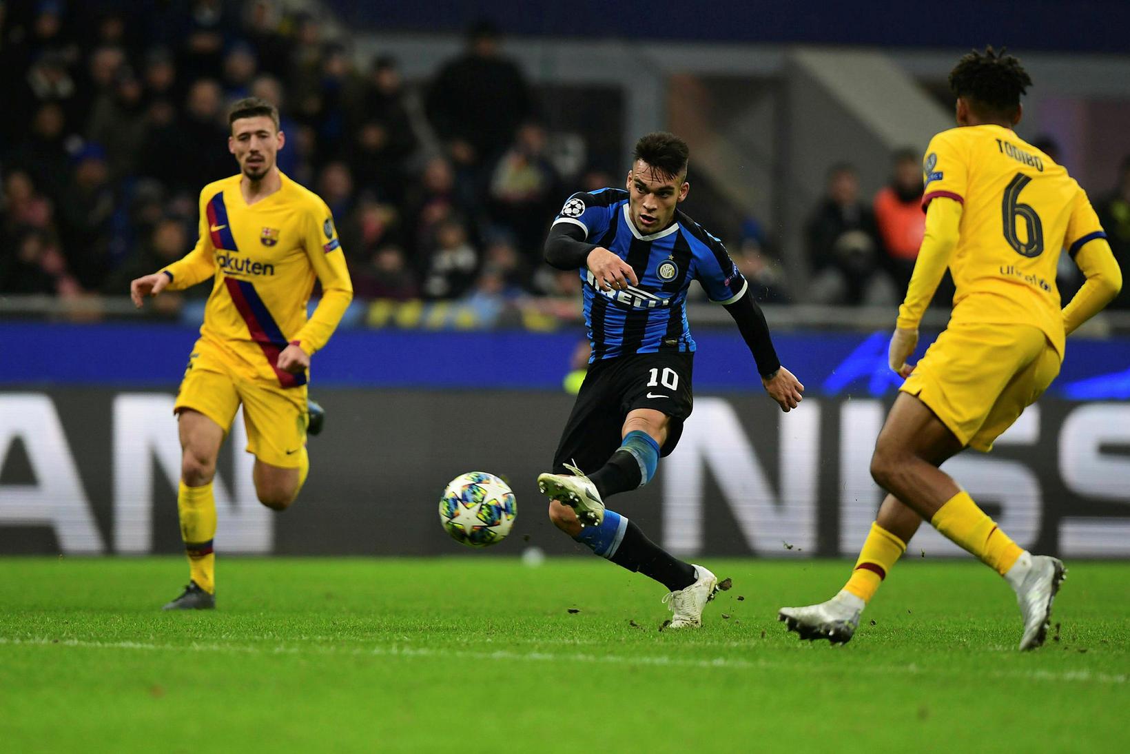 Inter er úr leik eftir tap fyrir Barcelona.