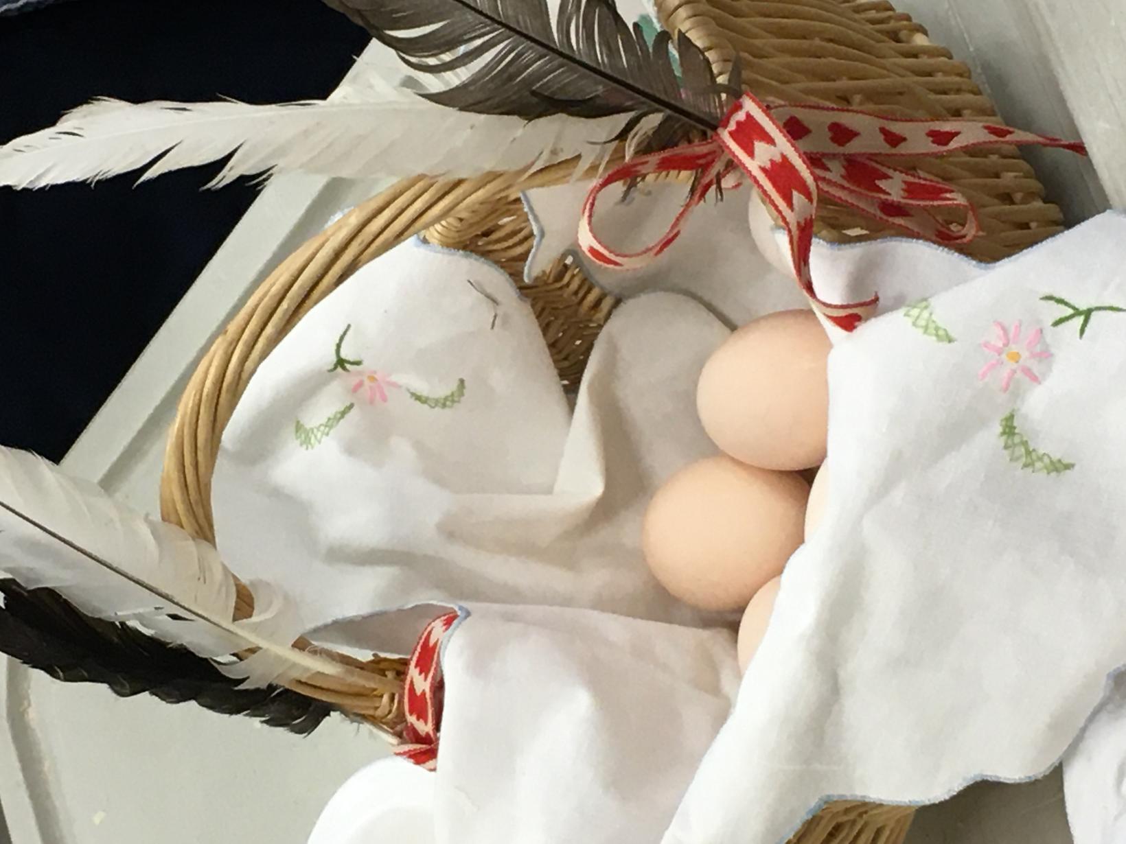 Börn í Laugarnesskóla matreiddu og borðuðu egg frá hænum í …