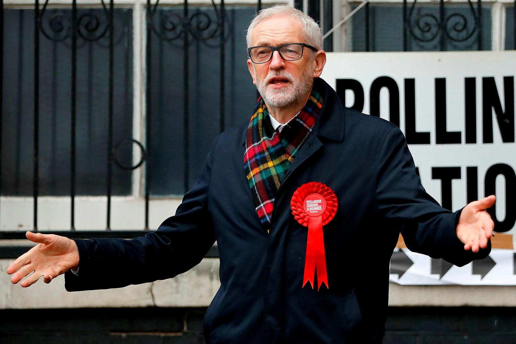 Jeremy Corbyn, leiðtogi Verkamannaflokksins, við kjörstað í morgun.