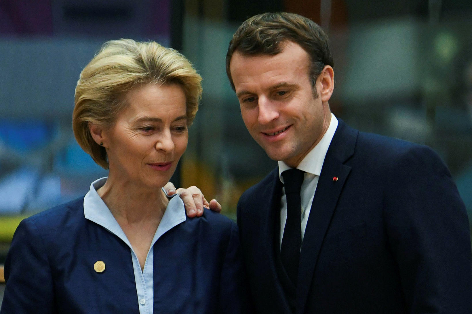 Ursula von der Leyen, forseti framkvæmdastjórnar ESB, og Macron Frakklandsforseti …