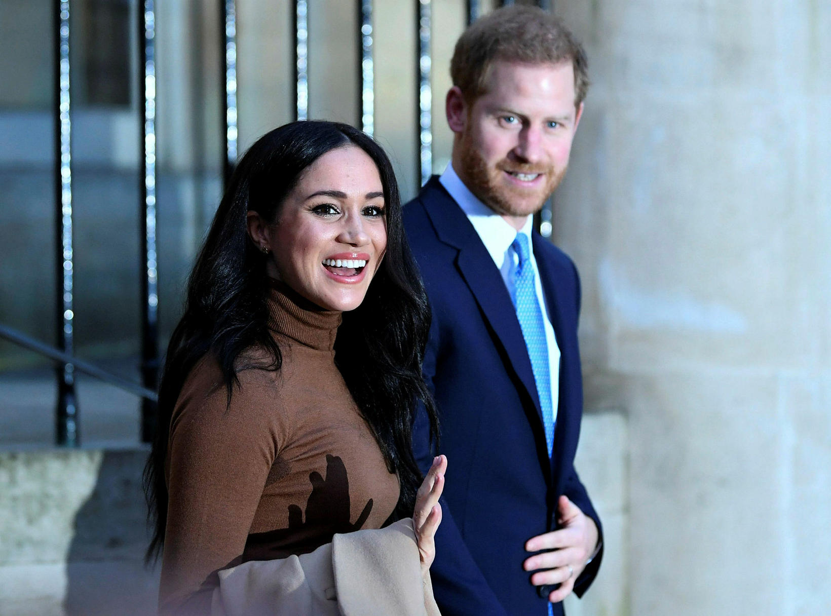 Harry og Meghan ætla draga sig í hlé frá konunglegum …