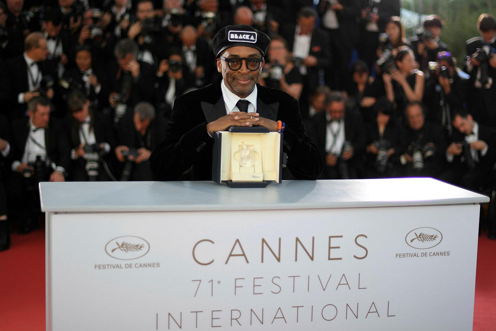 Spike Lee hlaut verðlaun fyrir kvikmynd sína BlacKkKlansman á Cannes-kvikmyndahátíðinni …