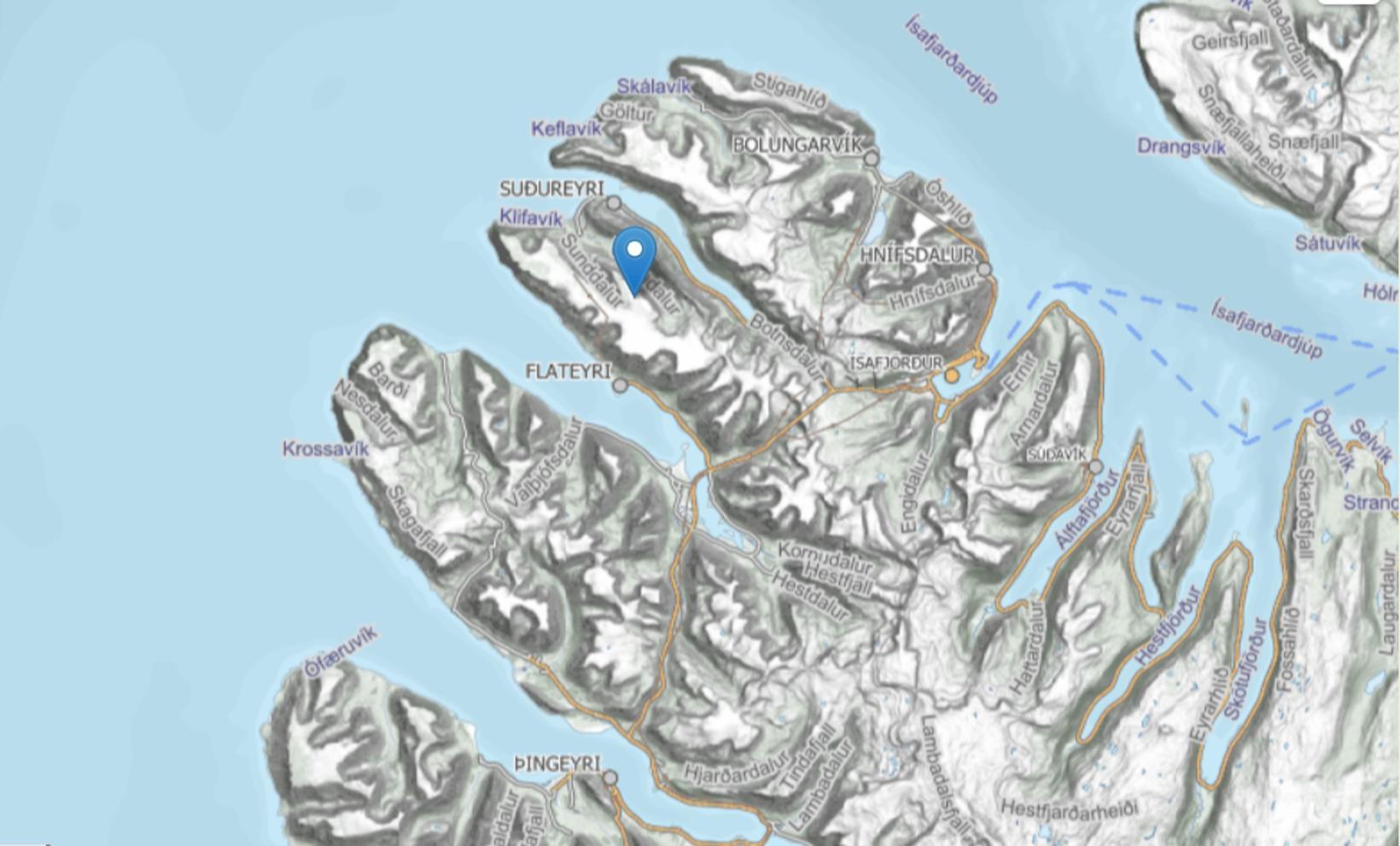 Snjóflóð féll á Flateyri og Súgandafirði á tólfta tímanum.
